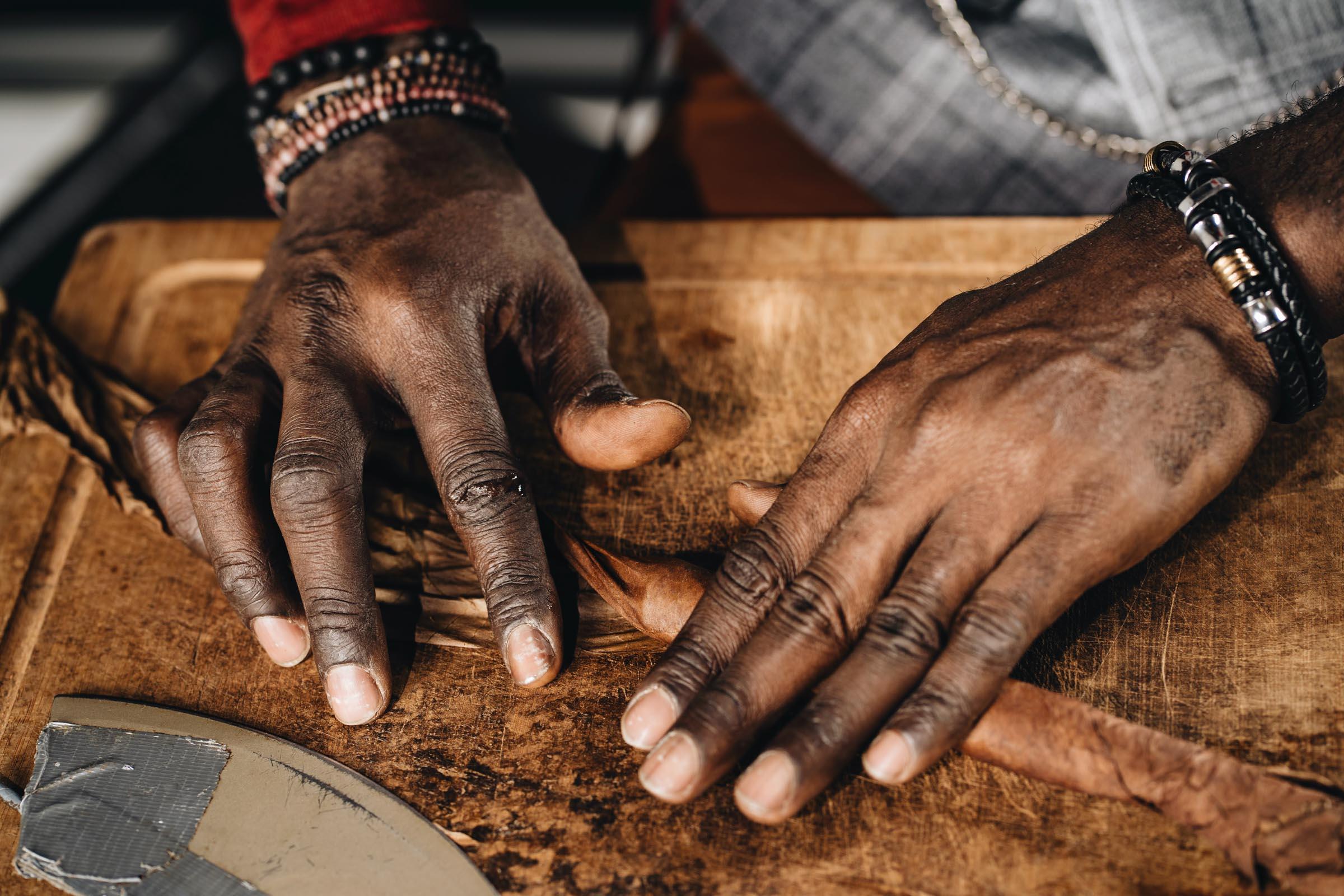 Zigarrendreher | Zigarren | Drehen | Zigarrenroller | Zigarrenrollerin | Zigarrendreherin | Mieten | Anfragen | Trocadero | Geschenk | Shop | Kaufen | Handgemacht | Robusto | Corona | Torpedo | Churchill | Longfiller