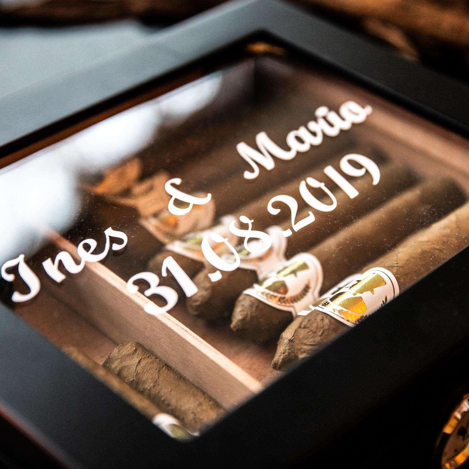Zigarrendreher | Zigarren | Drehen | Zigarrenroller | Zigarrenrollerin | Zigarrendreherin | Mieten | Anfragen | Trocadero | Shop | Geschenk | Kaufen | Handgemacht | Robusto | Corona | Torpedo | Churchill | Longfiller