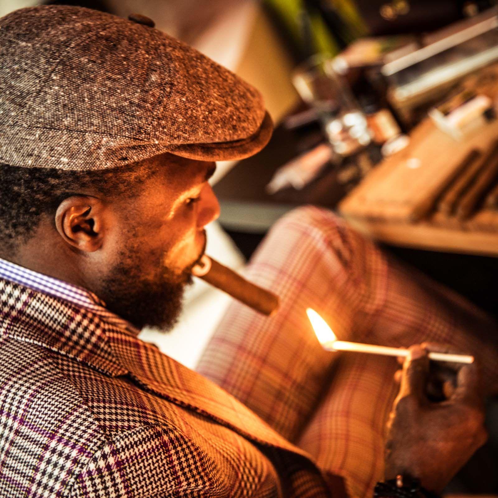 Zigarrendreher | Zigarrenroller | Zigarrenrollerin | Trocadero | Handgemacht | Zigarren | Drehen | Robusto | Corona | Churchill | Torpedo | Zigarren | Banderole | Bauchbinde | drehen | Tabak | Sumatra | Brasilien | Cuba