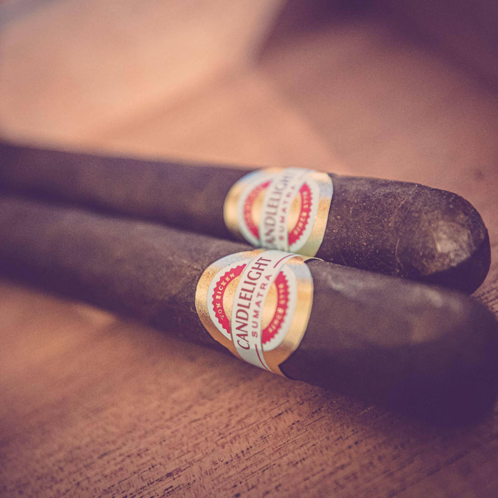 Zigarrendreher | Zigarrenroller | Zigarrenrollerin | Trocadero | Kaufen | Buchen | Mieten | Handgemacht | Zigarren | Zylinder | Fabrik | Herstellung | Churchill | Robusto | Robusto | Corona | Banderole | Bauchbinde