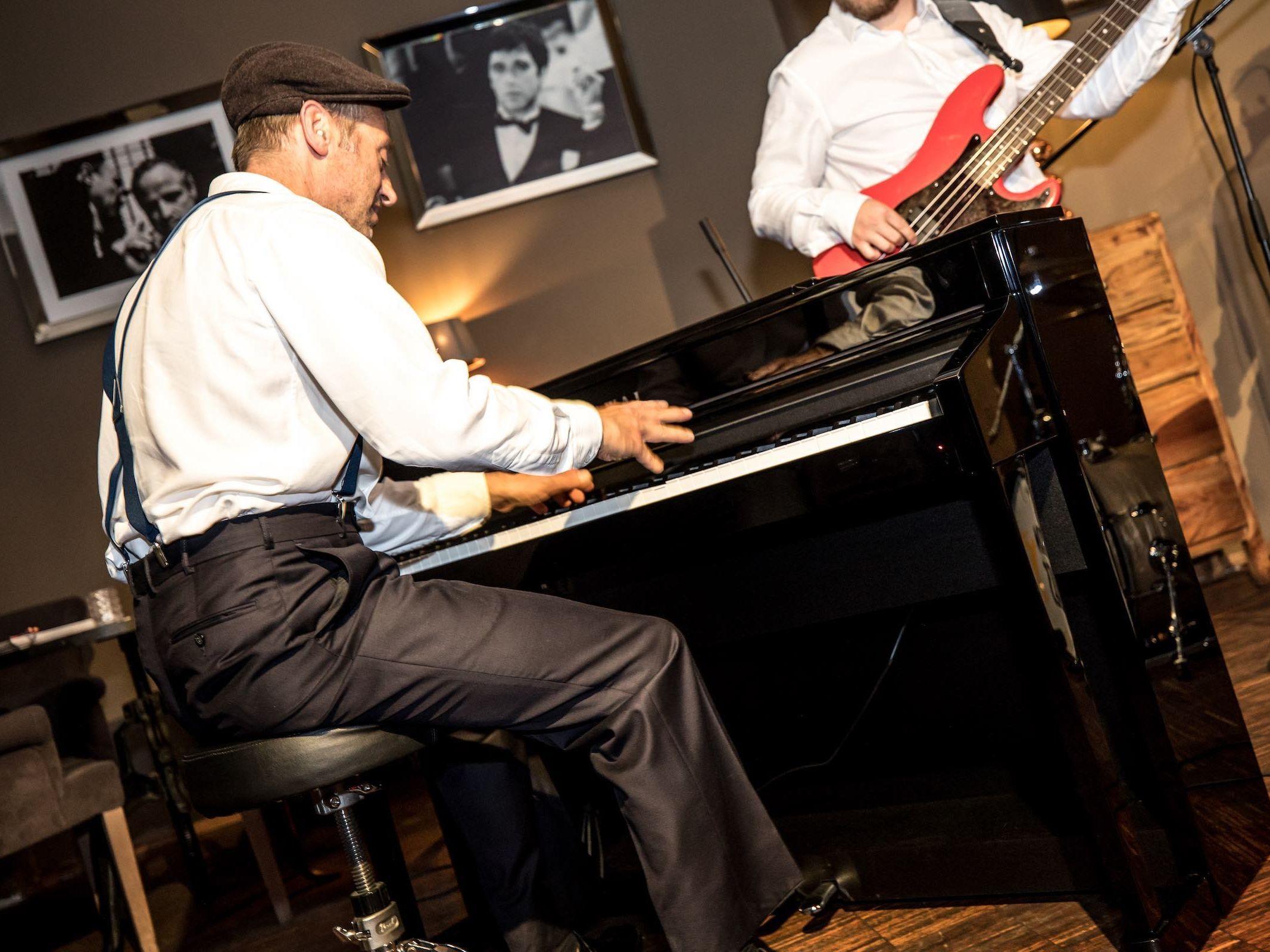 Klavierspieler | Pianist | Hannover | Flügel | Piano | Hochzeit | Buchen | Livemusik | Jazz | Swing | Pop | Motown | Soul | Klavier | Messe | Firmenfeier | Empfang | Buchen | Mieten | Anfragen | Lehmann | Eventservice