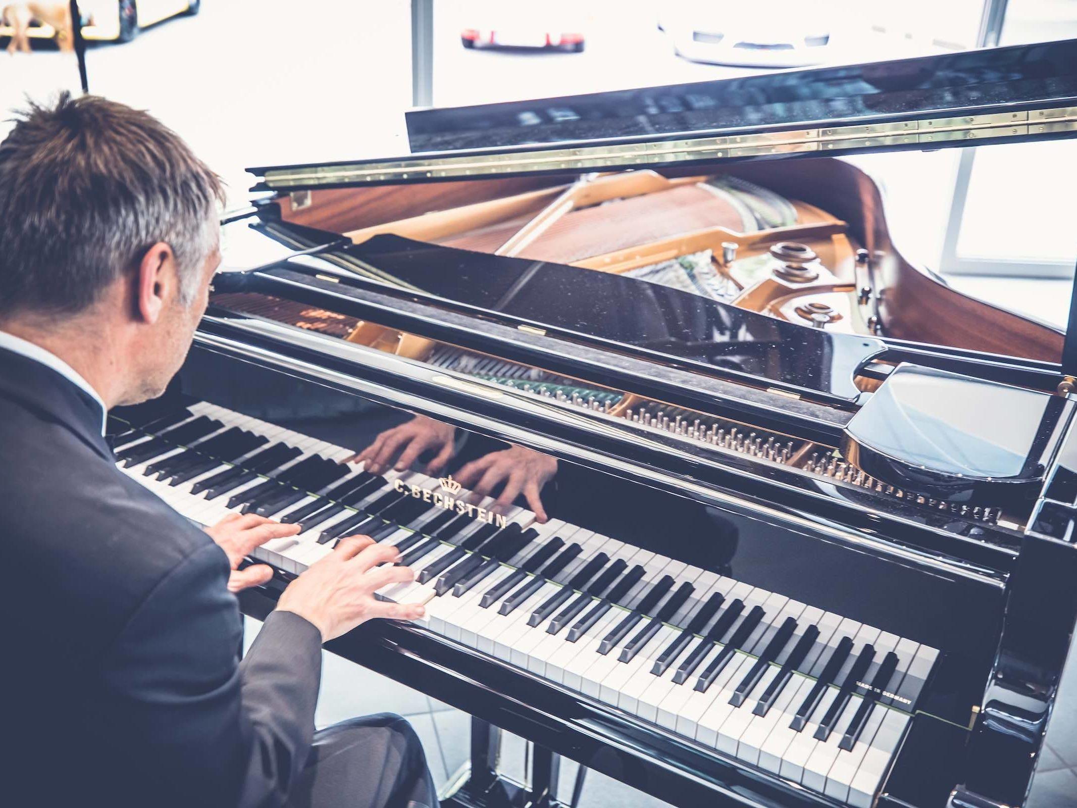 Pianist | Klavierspieler | Hannover | Flügel | Piano | Livemusik | Standesamt | Trauung | Jazz | Swing | Lounge | Empfang | Pop | Hochzeit | Messe | Firmenfeier | Charity | Gala | Buchen | Mieten | Anfragen | Lehmann | Eventservice