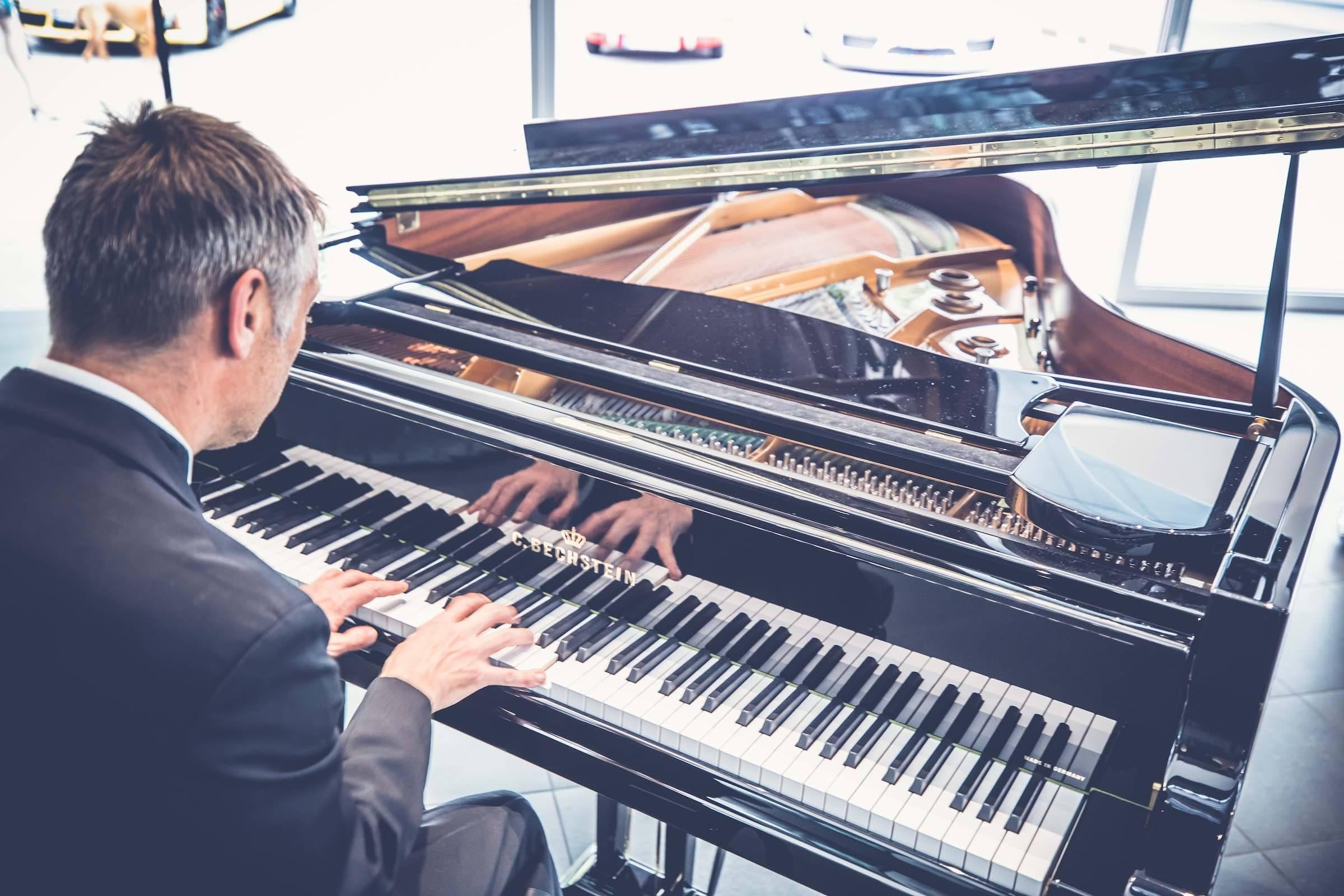 Pianist   Klavierspieler   Hannover   Flügel   Piano   Livemusik   Standesamt   Trauung   Jazz   Swing   Lounge   Empfang   Pop   Hochzeit   Messe   Firmenfeier   Charity   Gala   Buchen   Mieten   Anfragen   Lehmann   Eventservice