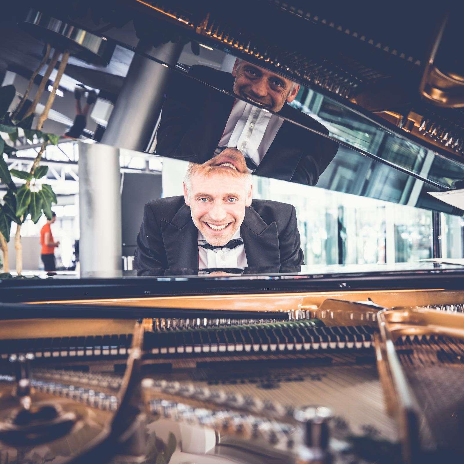 Pianist | Klavierspieler | Hannover | Flügel | Piano | Livemusik | Standesamt | Trauung | Jazz | Swing | Lounge | Empfang | Pop | Hochzeit | Messe | Firmenfeier | Charity | Gala | Buchen | Mieten | Anfragen