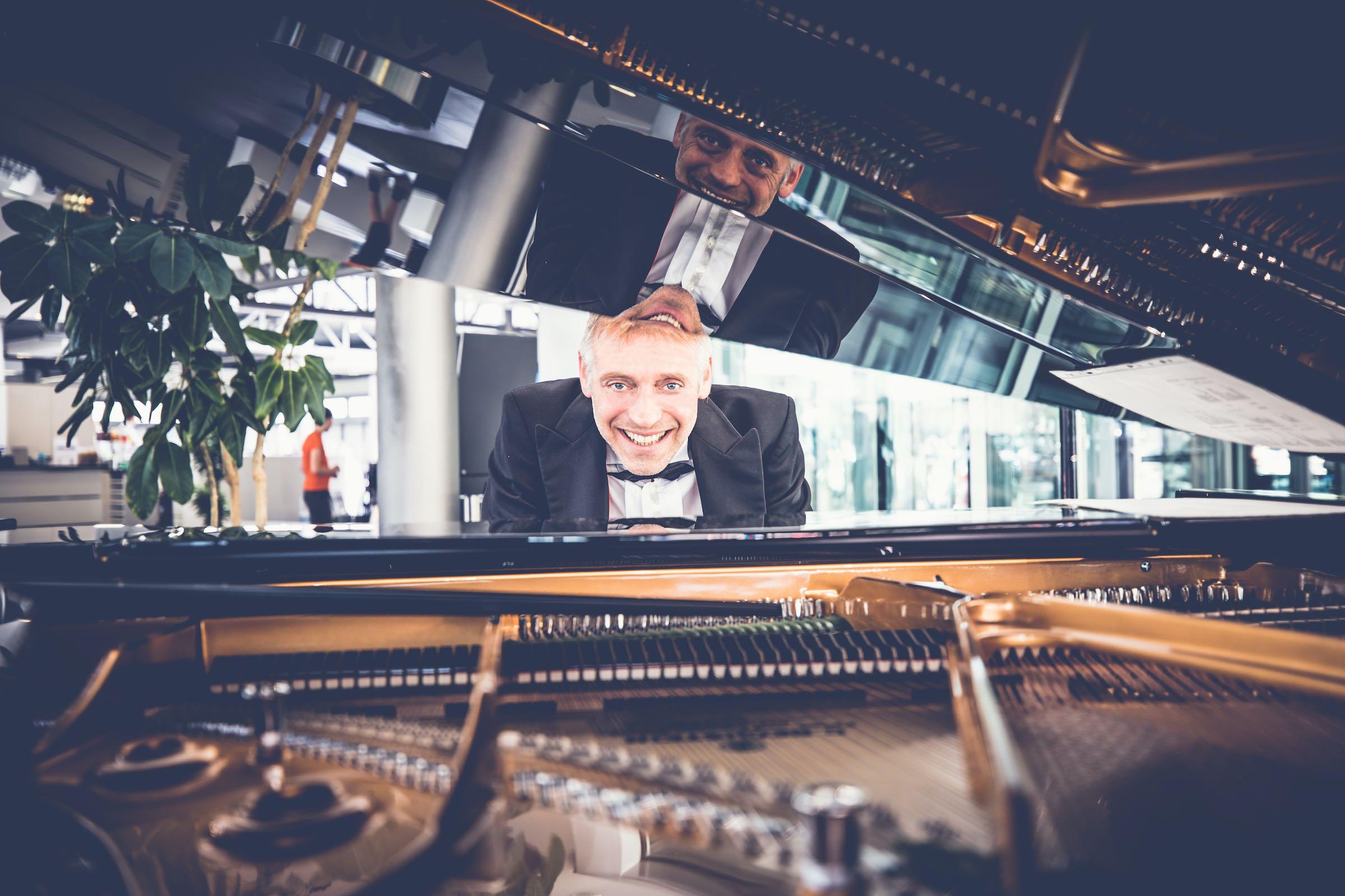 Pianist   Klavierspieler   Hannover   Flügel   Piano   Livemusik   Standesamt   Trauung   Jazz   Swing   Lounge   Empfang   Pop   Hochzeit   Messe   Firmenfeier   Charity   Gala   Buchen   Mieten   Anfragen