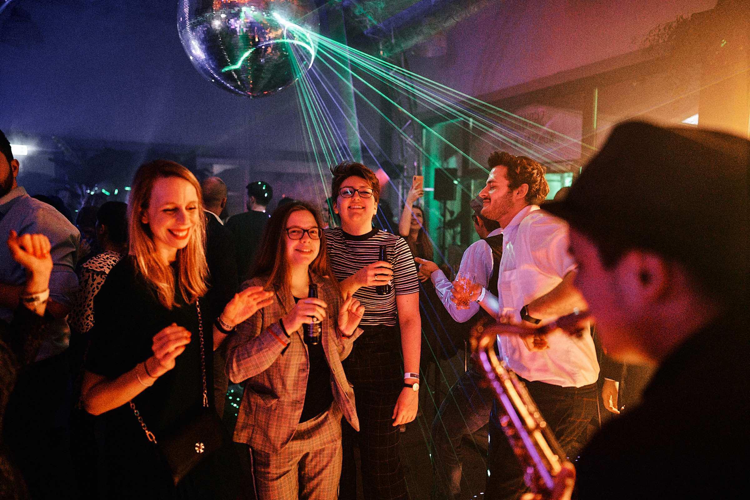 Saxophonist   Hannover   Hochzeit   Liveband   Livemusik   Partyband   Schlagzeug   Jazzband   Swingband   Party   DJ   Pop   Jazz   Hochzeit   Sektempfang   Messe   Firmenfeier   Gala   Buchen   Mieten   Anfragen