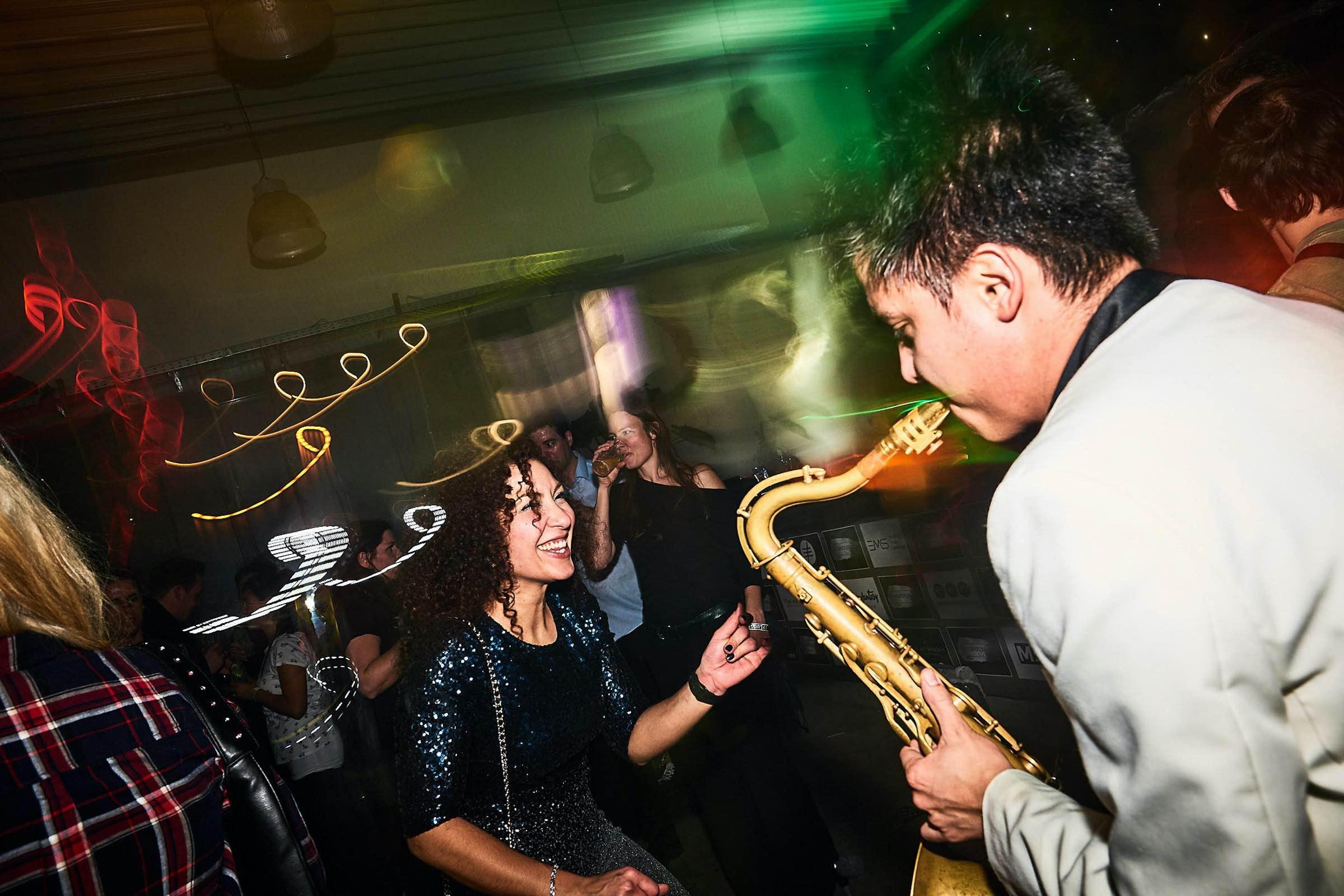 Saxophonist  Hannover  Hochzeit  Liveband  Livemusik  Partyband  Schlagzeug  Saxophone  Jazzband  Swingband  Party  DJ  Pop  Jazz  Hochzeit  Sektempfang  Messe  Firmenfeier  Gala  Buchen  Mieten  Anfragen