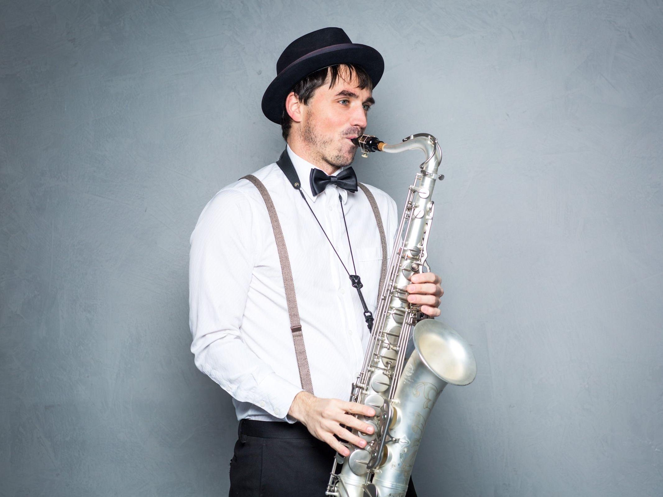 Saxophonist | Hannover | Hochzeit | Liveband | Livemusik | Partyband | Schlagzeug | Saxophone | Jazzband | Swingband | Party | DJ | Pop | Jazz | Hochzeit | Sektempfang | Messe | Firmenfeier | Gala | Buchen | Mieten | Anfragen