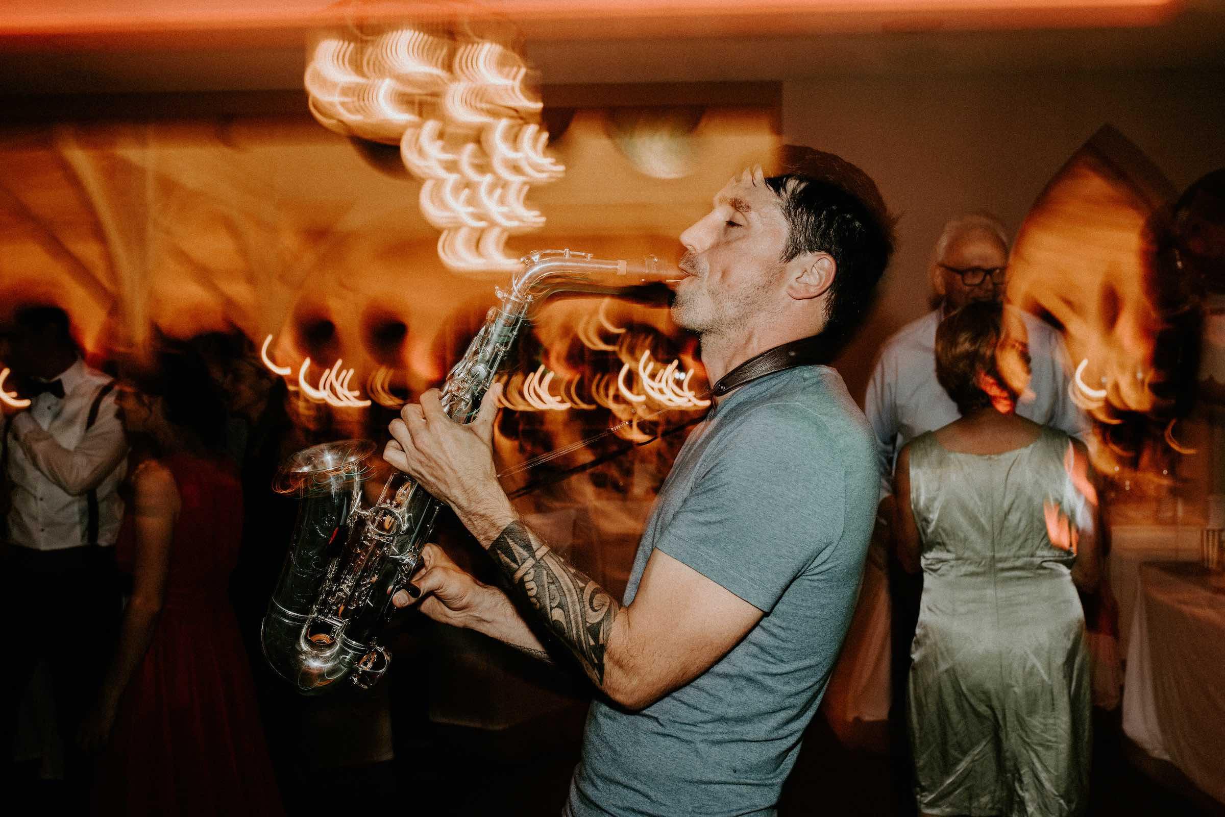 Saxophonist  Saxophon  Hannover  Buchen  Party  Dinner  Empfang  Lounge  DJ  Plus  Livemusik  Liveband  Musiker  Swing  Loungeband  Pop  90er  80er  House  Party  Hochzeit  Messe  Firmenfeier  Gala