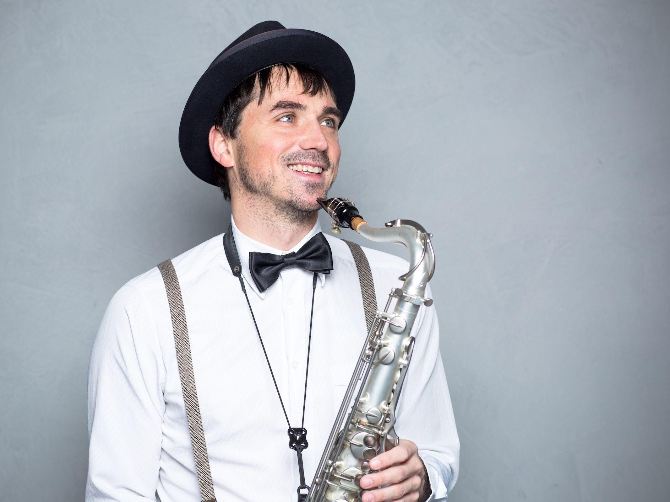 Saxophonist | Saxophon | Hannover | Hochzeit | Buchen | Liveband | Livemusik | Party | Schlagzeug | Jazz | Swing | Party | DJ | Pop | House | Electro | Hochzeit | Sektempfang | Messe | Firmenfeier | Gala | Mieten | Anfragen