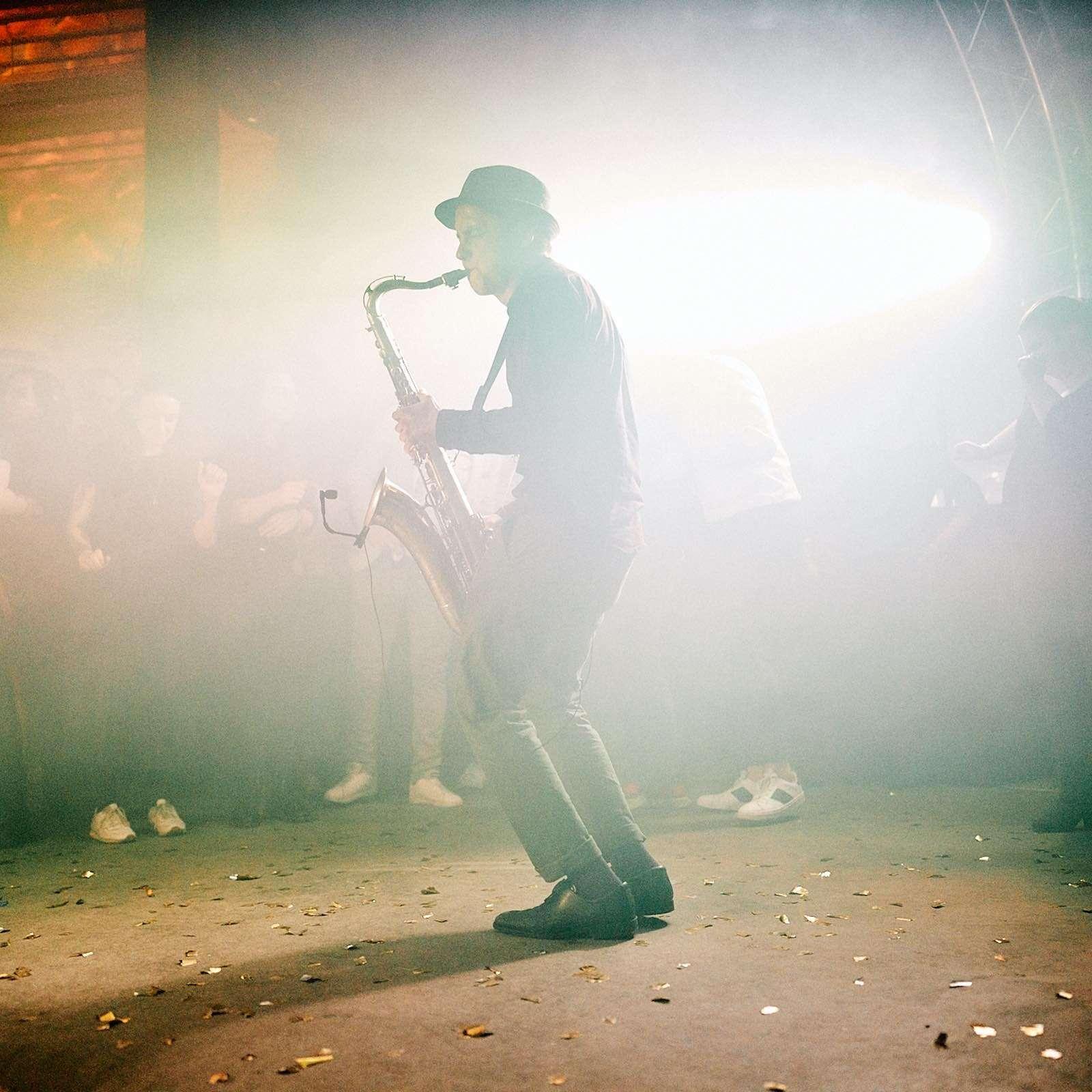 Saxophonist | Saxophon | Hannover | Hochzeit | Buchen | Livemusik | Buchen | House | Electro | Swing | Pop | Party | DJ | Sektempfang | Trauung | Empfang | Messe | Firmenfeier | Mieten | Anfragen | Lehmann | Eventservice