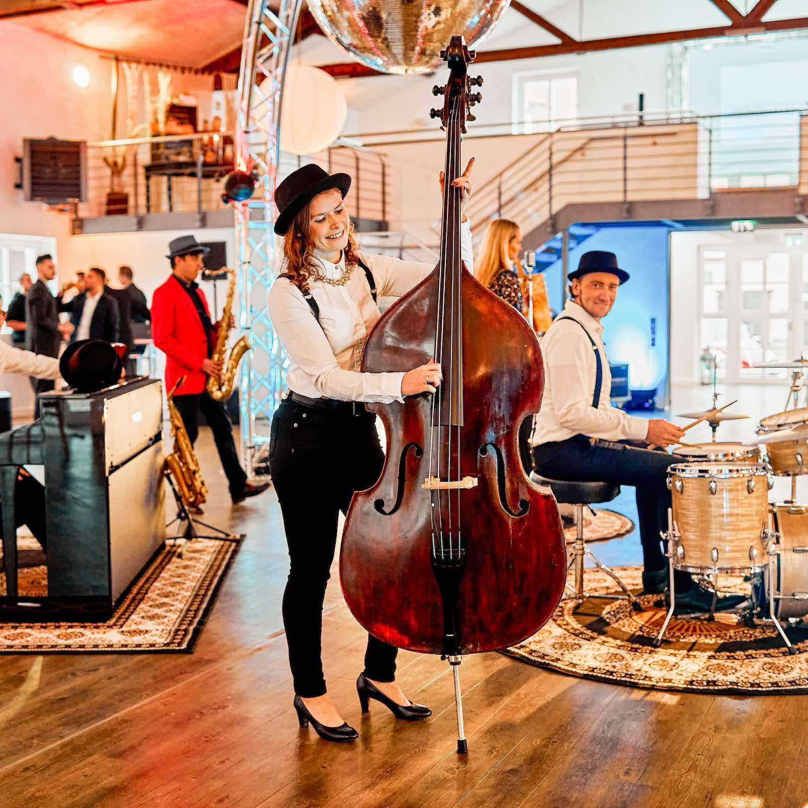 Band | Hochzeit | Empfang | Sektempfang | Gala | Messe | Event | Hannover | Popband | Jazzband | Sektempfang | Kontrabass | Piano | Schlagzeug | Gesang | Party | Trauung | Dinner | Buchen | Mieten | Lehmann | Eventservice