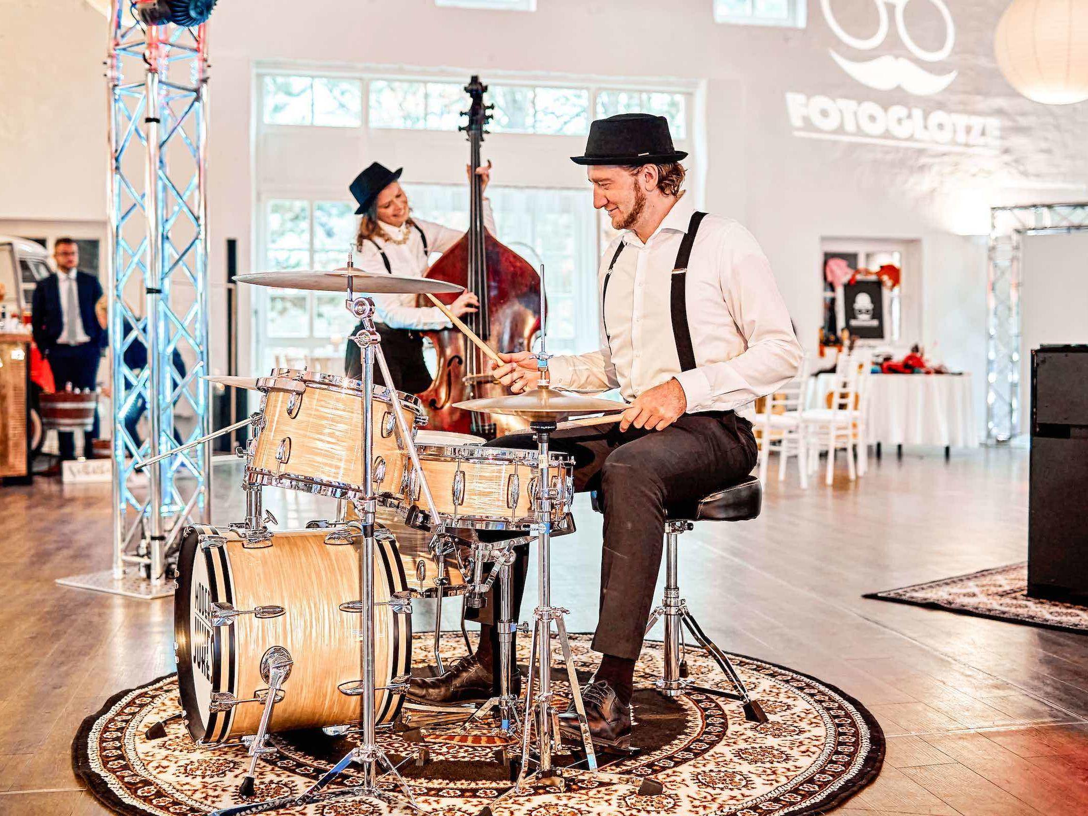 Band | Hochzeit | Hannover | Popband | Partyband | Sektempfang | Party | Trauung | Schlagzeug | Kontrabass | Dinner | Buchen | Mieten | Lehmann | Eventservice