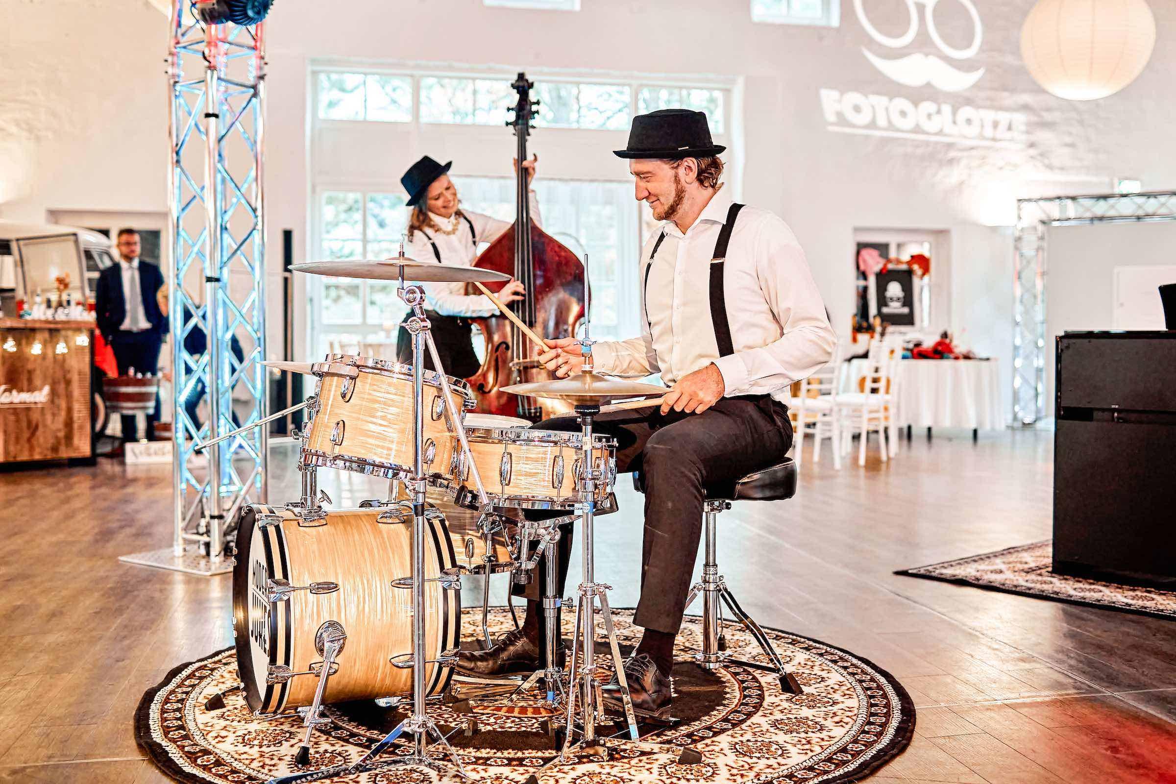 Band   Hochzeit   Hannover   Popband   Partyband   Sektempfang   Party   Trauung   Schlagzeug   Kontrabass   Dinner   Buchen   Mieten   Lehmann   Eventservice