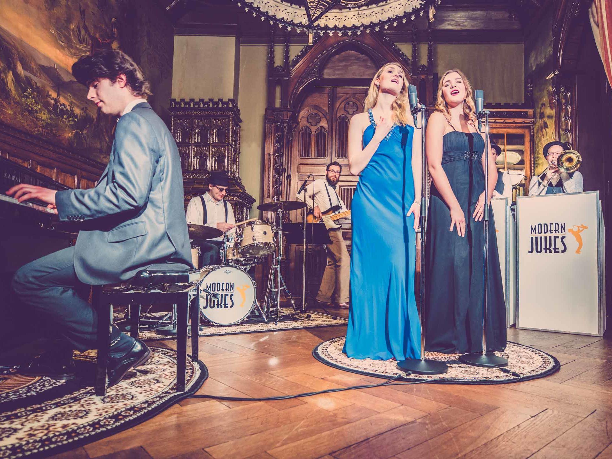 Band | Liveband | Partyband | Jazzband | Hannover | Swingband | Loungemusik | Walking | Act | Brassband | Popband | Jazz | Sänger | Sängerin | Hochzeit | Messe | Firmenfeier | Charity | Gala | Buchen | Mieten | Anfragen