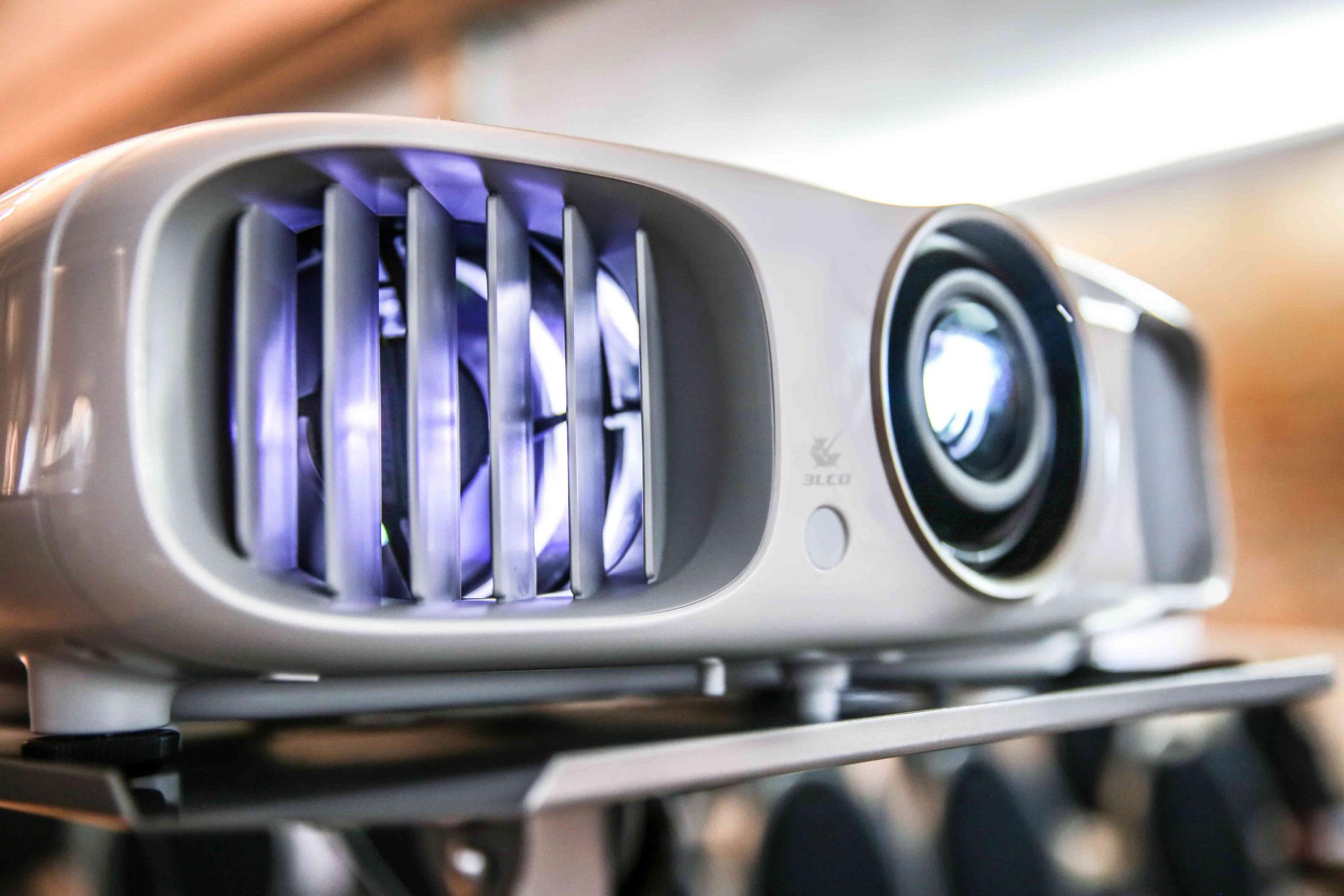 Beamer | Projektion | Projektoren | Leinwand | Mikrofon | Beschallung | Tontechnik | LCD | Display | Mieten | Buchen | Anfragen | Lehmann | Eventservice | Hannover