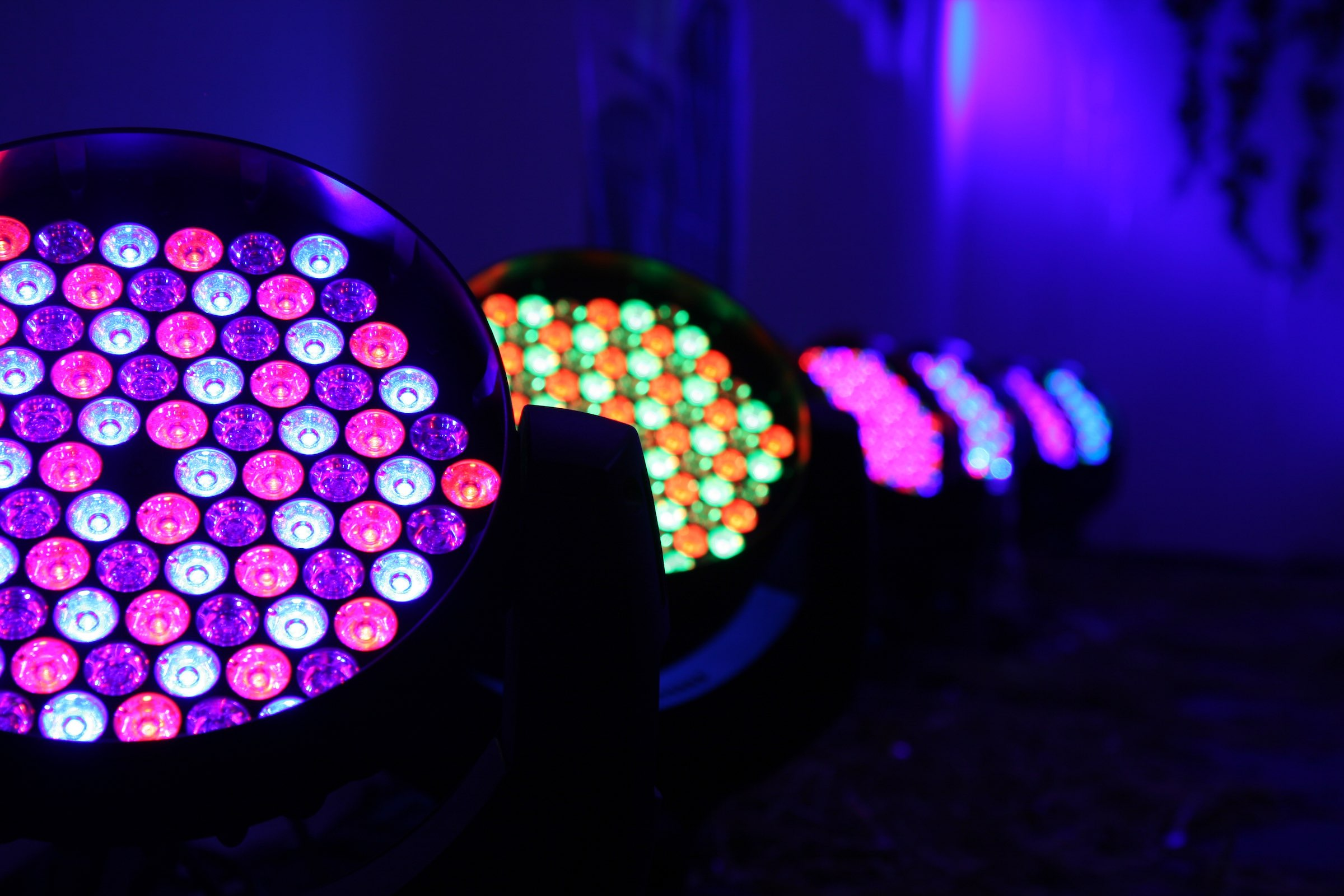 Beleuchtung | Hochzeit | Messe | Firmenveranstaltung | Indoor | Outdoor | LED | Raumbeleuchtung | Lichttechnik | Ambientebeleuchtung | Uplight | Buchen | Mieten | Anfragen | Lehmann | Eventservice