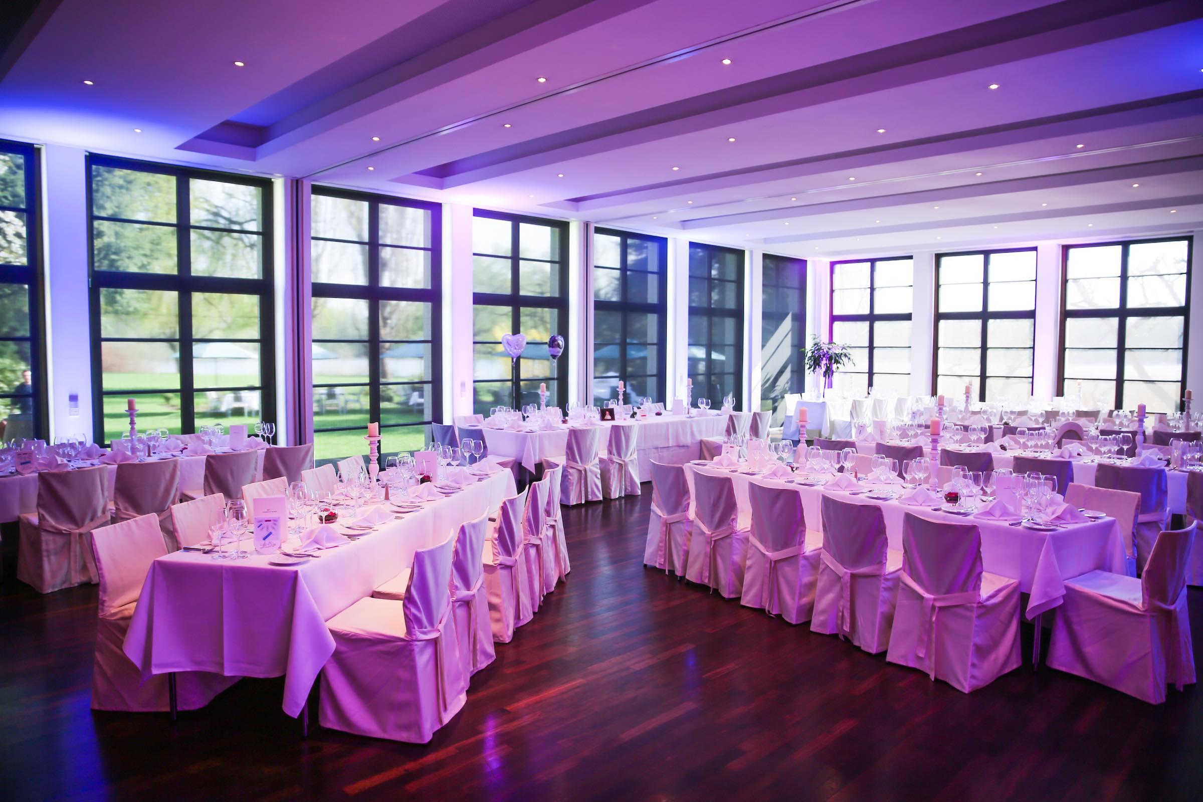 Beleuchtung | Hochzeits | Location | Messe | Firmenveranstaltung | Gala | Event | Indoor | Outdoor | LED | Spots | Raumbeleuchtung | Lichttechnik | Ambientebeleuchtung | Uplight | Buchen | Mieten | Anfragen