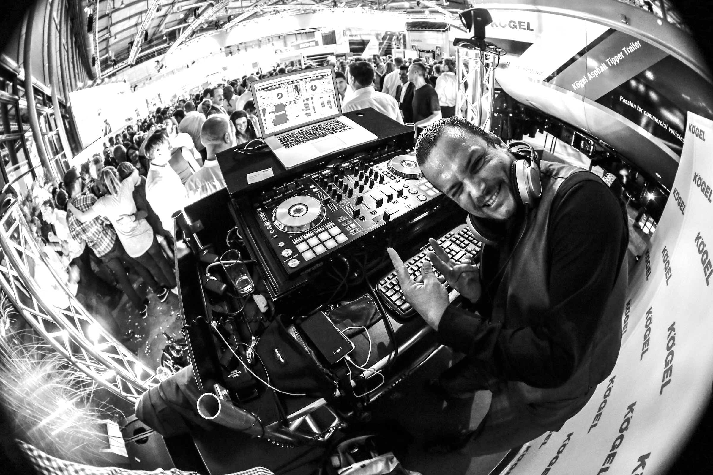 DJ | Firmenfeier | Mieten | DJ | Hannover | Marco | Kern | DJ | Hochzeit | Messe | DJ | Event | DJ | Geburtstag | DJ | Betriebsfeier | DJ | Buchen | Discjockey | Mieten | DJ | Agentur | DJ | HCC | Lehmann | Eventservice