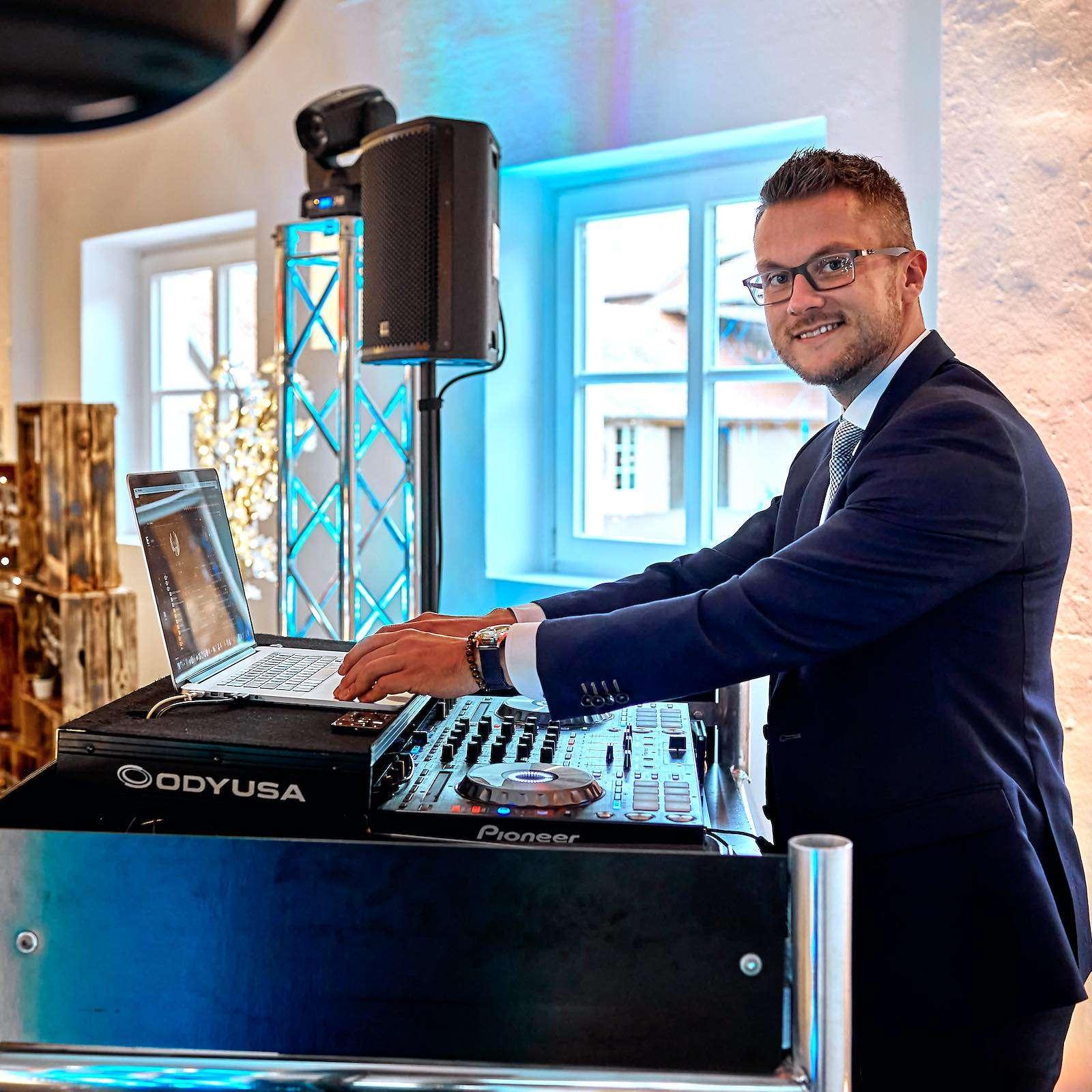 DJ | Hannover | Buchen | Discjockey | Daniel | Paar | DJ | Firmenfeier | Messe | DJ | Event | DJ | Geburtstag | DJ | Service | DJ | Kosten | DJ | Mieten | DJ | Anfragen | DJ | Agentur | Lehmann | Eventservice