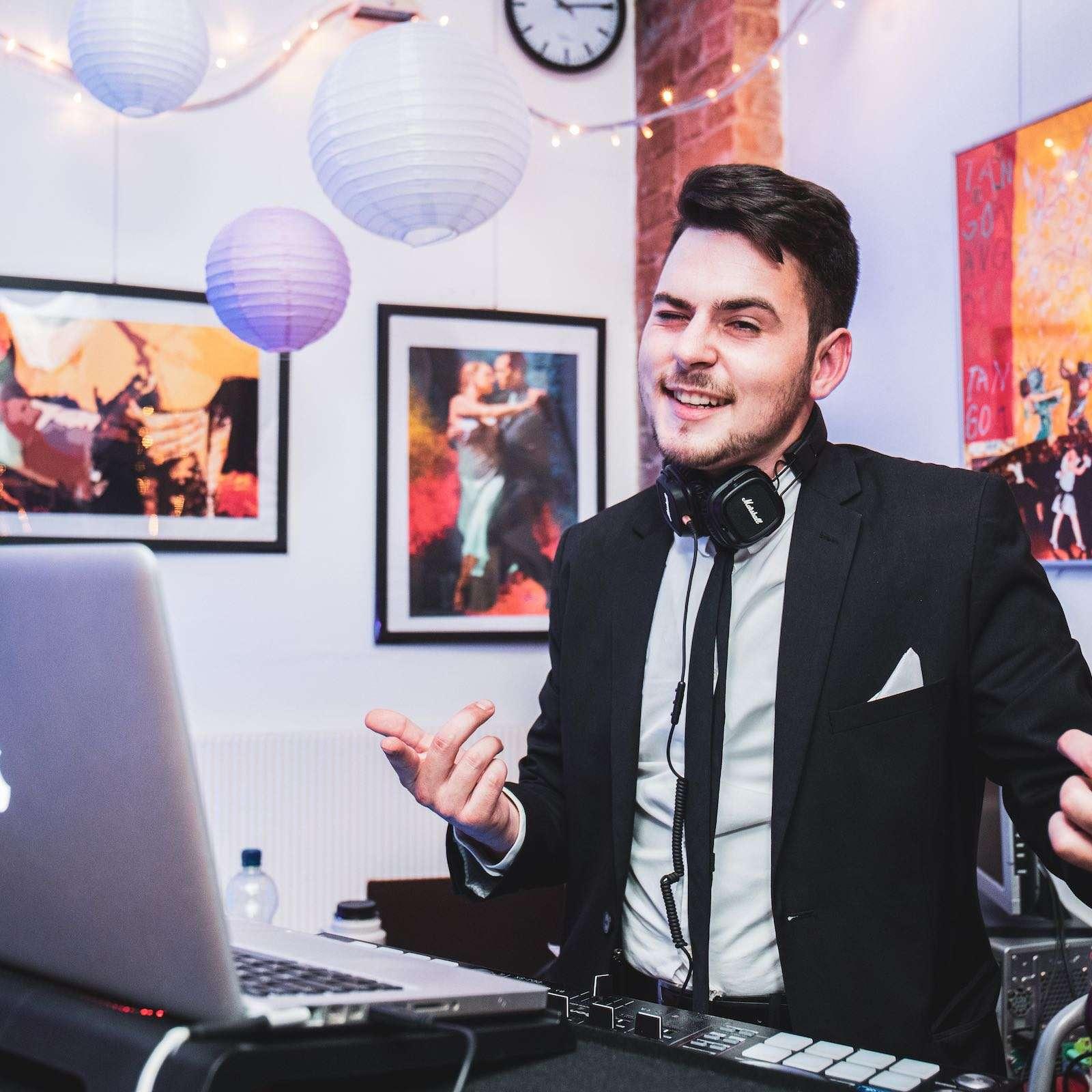 DJ | Hannover | Buchen | Discjockey | Marvin | Feike | DJ | Firmenfeier | DJ | Messe | Event | DJ | Geburtstag | DJ | Service | DJ | Kosten | DJ | Mieten | DJ | Anfragen | DJ | Agentur | Lehmann | Eventservice