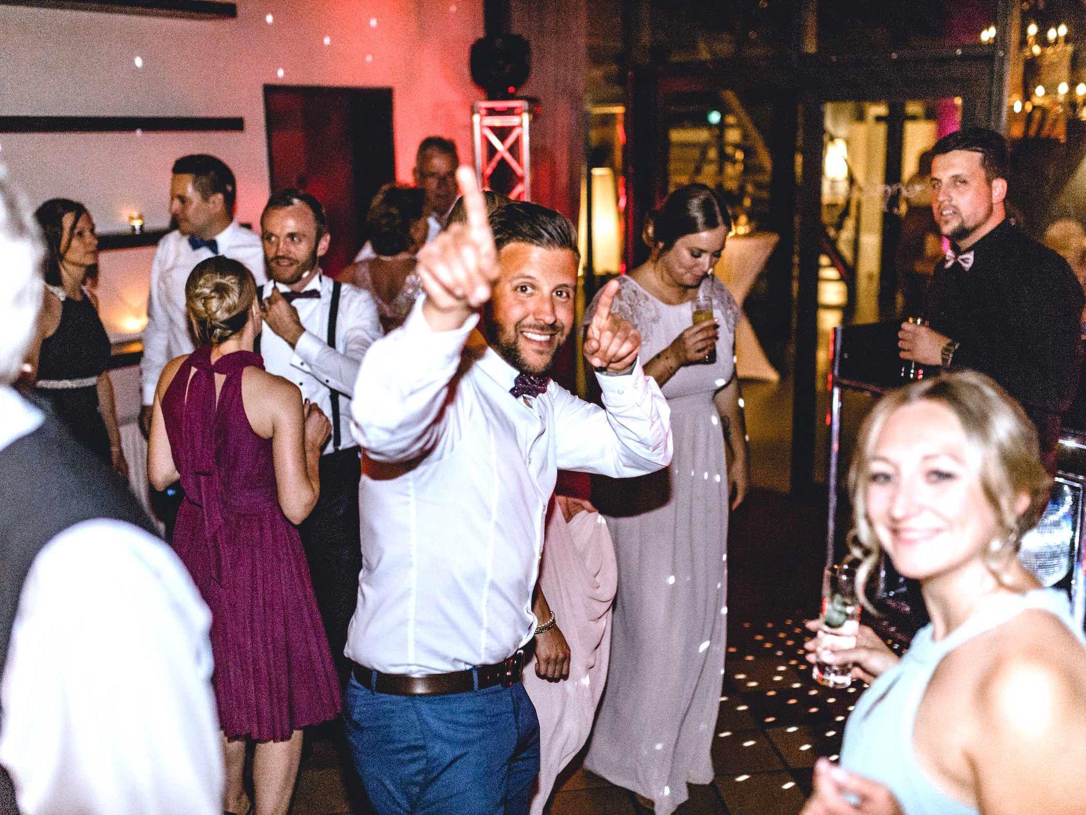 DJ | Hochzeit | Hannover | Braunschweig | DJ | Agentur | Hochzeits | DJ | Messe | DJ | Firmenevent | Firmenfeier | DJ | Geburtstag | Discjockey | Weihnachtsfeier | DJ | Sommerfest | Event | Buchen | Mieten | Lehmann | Eventservice