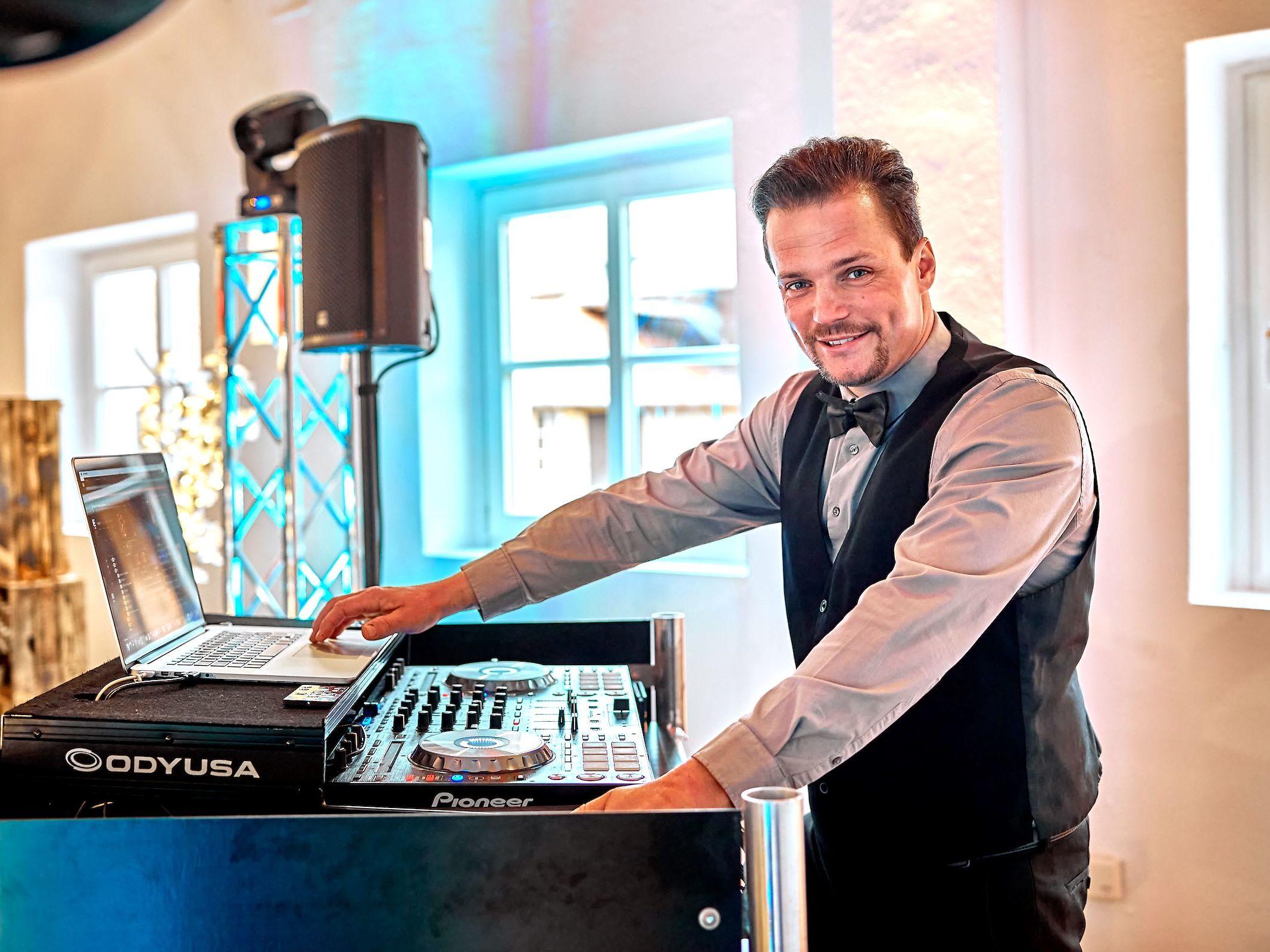 DJ | Hochzeit | Hannover | Buchen | Discjockey | Marco | Kern | Messe | DJ | Bremen | DJ | Event | DJ | Geburtstag | DJ | Mieten | Anfragen | DJ | Service | DJ | Kosten | DJ | Agentur | Lehmann | Eventservice