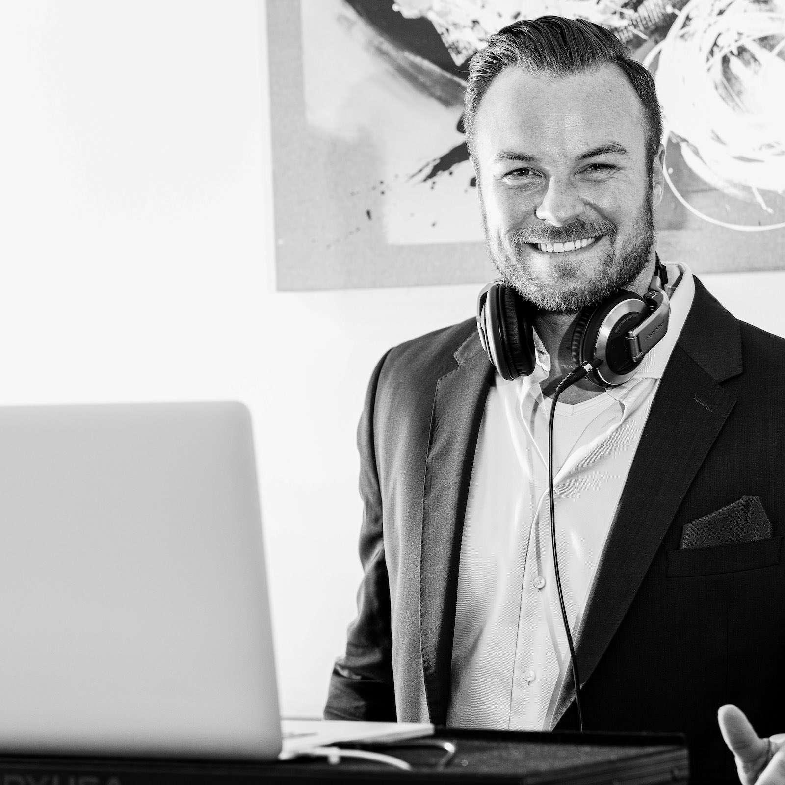 DJ | Hochzeit | Hannover | Buchen | Discjockey | Nils | Remme | Messe | DJ | Bremen | DJ | Event | DJ | Geburtstag | DJ | Mieten | Anfragen | DJ | Service | DJ | Kosten | DJ | Agentur | Lehmann | Eventservice