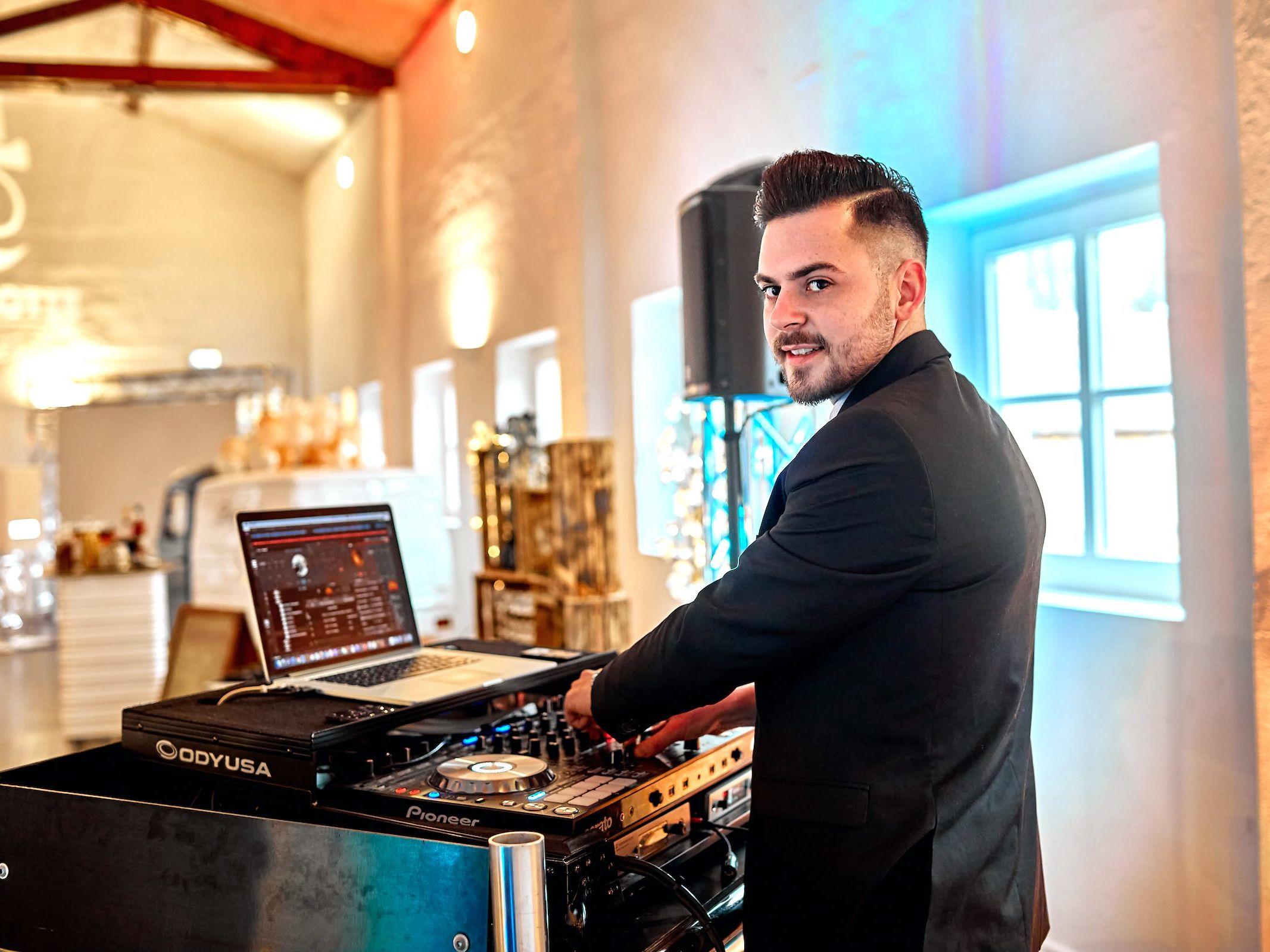 DJ | Hochzeit | Hannover | Marvin | Feike | Discjockey Messe | Event | DJ | Geburtstag | Betriebsfeier | Buchen | Discjockey | Mieten | Anfragen | Lehmann | Eventservice