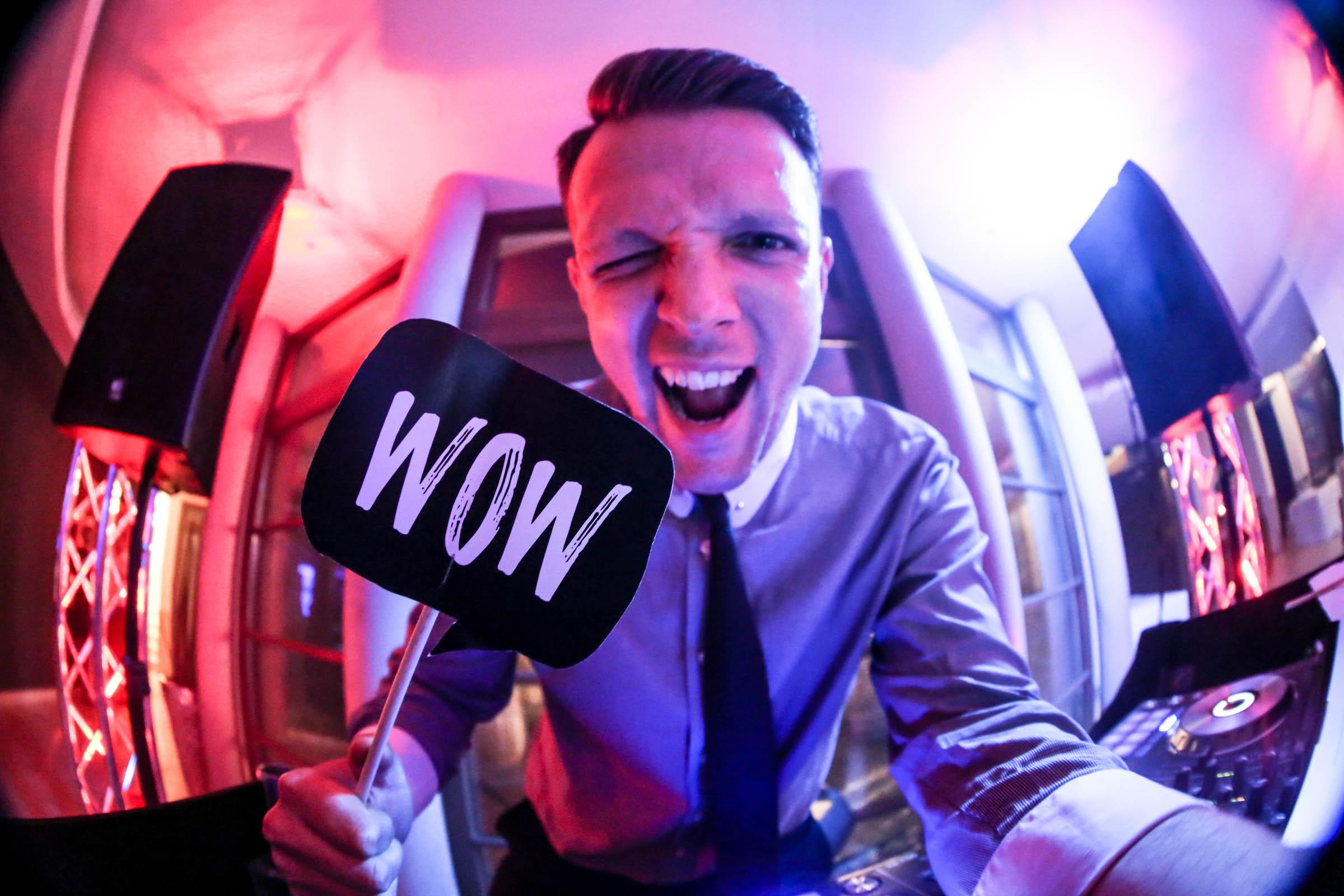 DJ | Hochzeit | Hannover | Timm | Lehmann | Discjockey Messe | Event | DJ | Geburtstag | Betriebsfeier | Buchen | Discjockey | Mieten | Anfragen | Lehmann | Eventservice