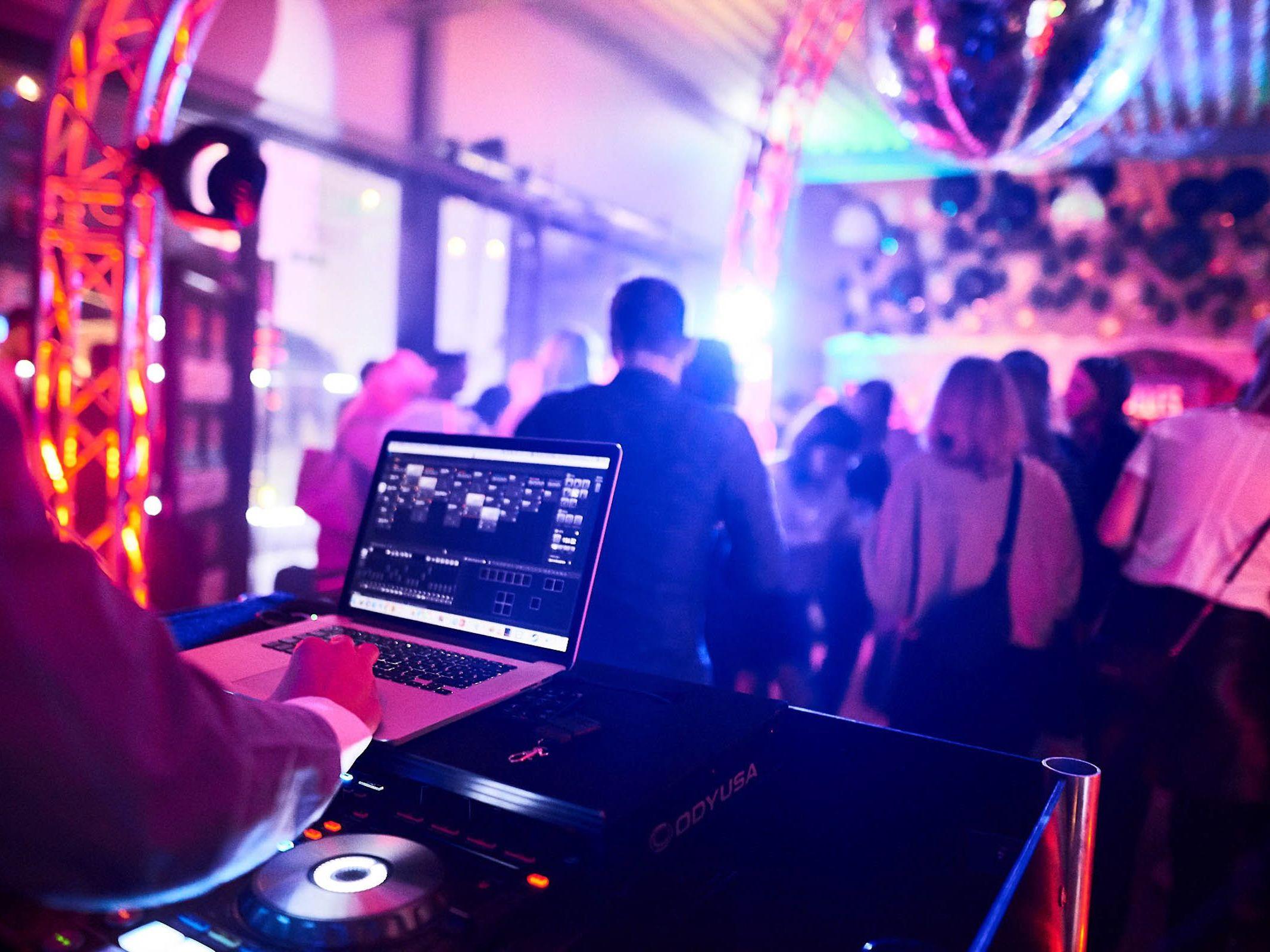 DJ | Mieten | DJ | Agentur | DJ | Service | DJ | Messe | DJ | Firmenevent | Firmenfeier | DJ | Weihnachtsfeier | DJ | Sommerfest | DJ | Weihnachtsfeier | DJ | Hochzeit | Buchen | Anfragen | Lehmann | Eventservice