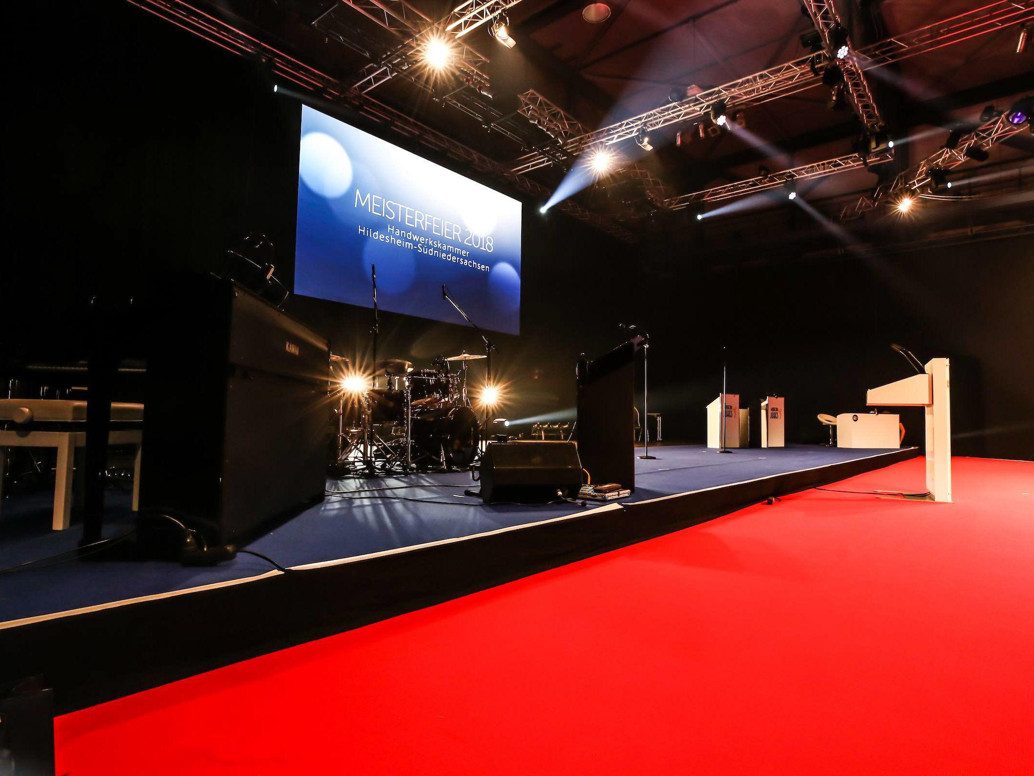 Eventplanung   Eventausstatung   Hannover   Kongresse   Shows   Galas   Modenschauen   Produktpräsentationen   Bühnen   Licht   LCD   Leinwand   Tontechnik   Veranstaltungslogistik   Catering   Künstler