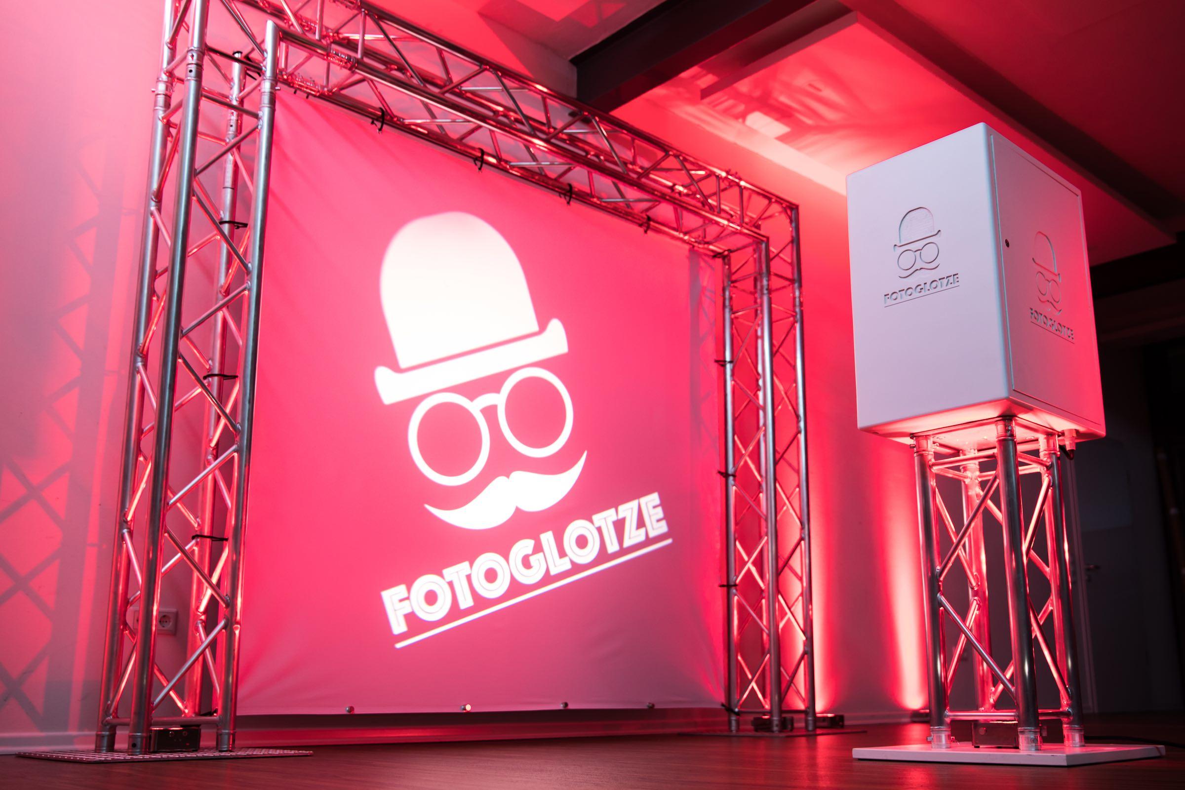 Fotobox   Hannover   Fotokoste   Photobooth   Druck   Hintergrund   Photobooth   Hochzeit   Messe   Event   Verkleidung   Requisiten   Hannover   Buchen   Anfragen   Mieten   Fotoglotze