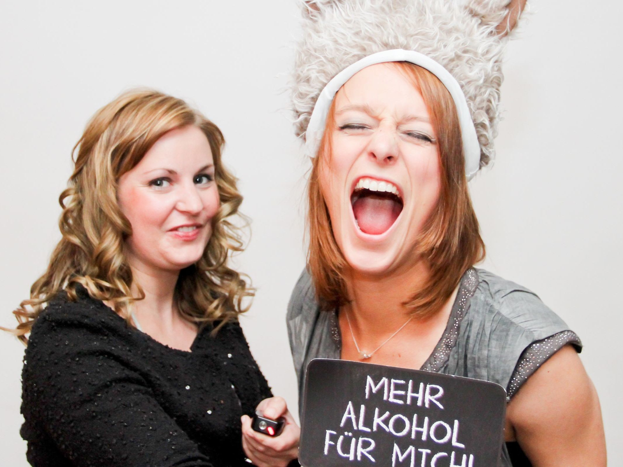 Fotobox | Hochzeit | Hannover | Mieten | Fotoglotze | Druck | Bildausdrucke | Hintergrund | Photobooth | Hochzeit | Messe | Event | Verkleidung | Requisiten | Hannover | Buchen | Anfragen | Mieten