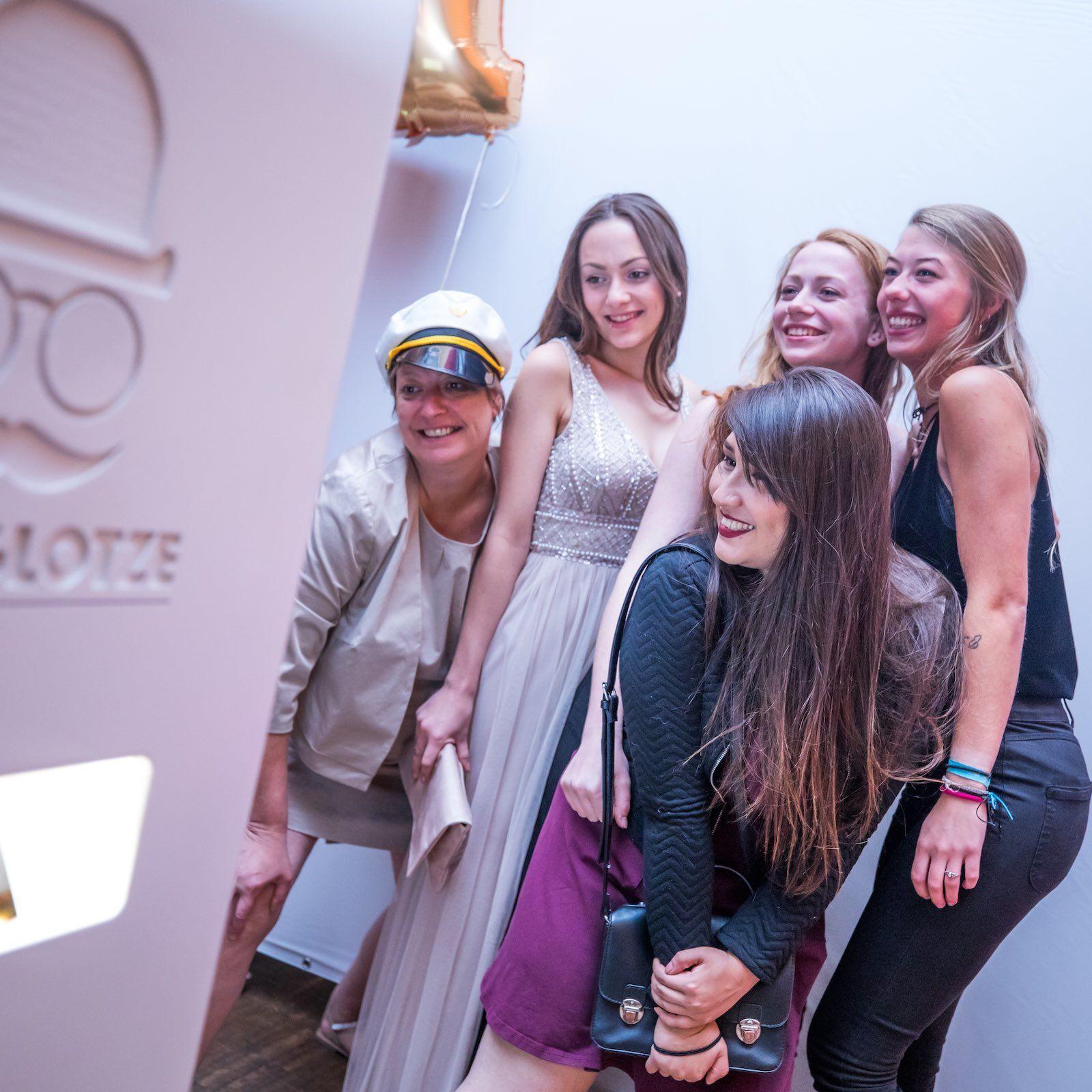 Fotobox | Mieten | Druck | Ausdruck | Sofortdruck | Fotokiste | Photobooth | Hochzeit | Fotoautomat | Messe | Event | Firmenfeier | Abiball | Buchen | Anfragen | Mieten | Fotoglotze | Lehmann | Eventservice