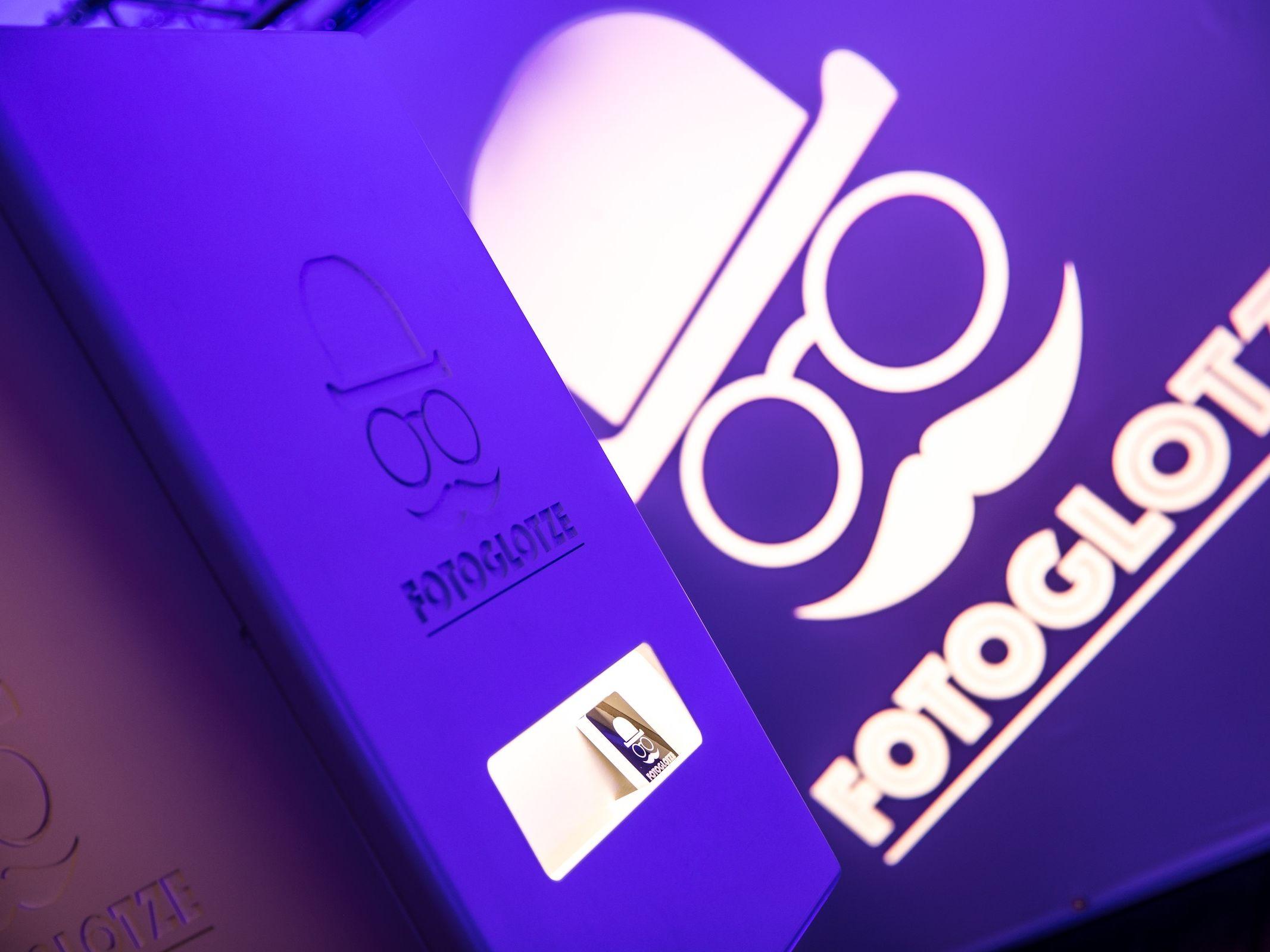 Fotobox | Mieten | Druck | Ausdruck | Sofortdruck | Fotokiste | Photobooth | Hochzeit | Messe | Event | Firmenfeier | Abiball | Buchen | Anfragen | Mieten | Fotoglotze | Lehmann | Eventservice
