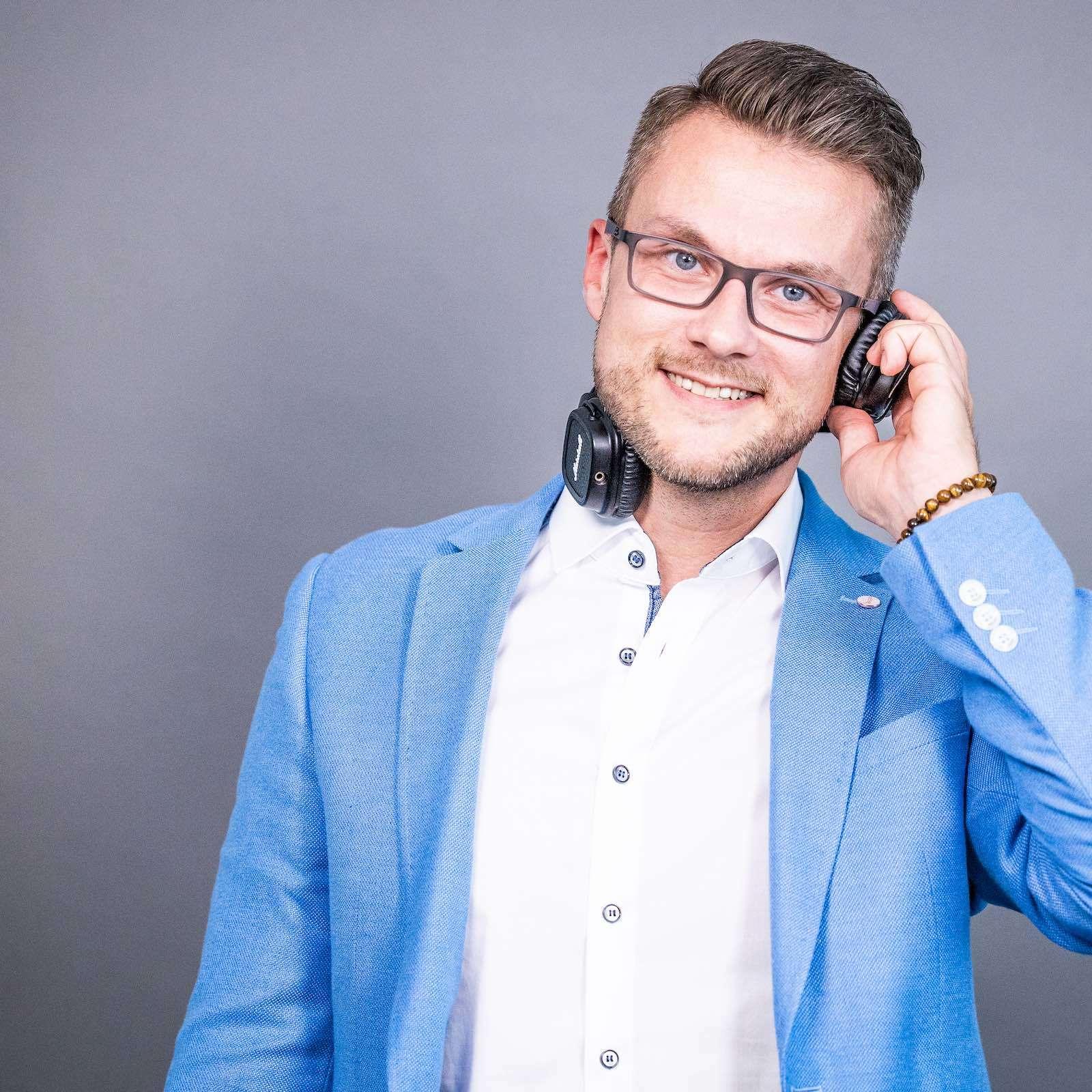 Hochzeits | DJ | Buchen | Hannover | Discjockey | Daniel | Paar | Messe | DJ | Event | DJ | Geburtstag | DJ | Mieten | Anfragen | DJ | Agentur | Lehmann | Eventservic