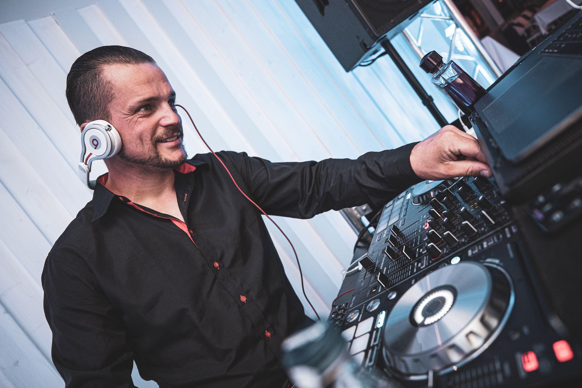 Hochzeits | DJ | Buchen | Hannover | Discjockey | Marco | Kern | Messe | DJ | Event | DJ | Geburtstag | DJ | Mieten | Anfragen | DJ | Agentur | Lehmann | Eventservice