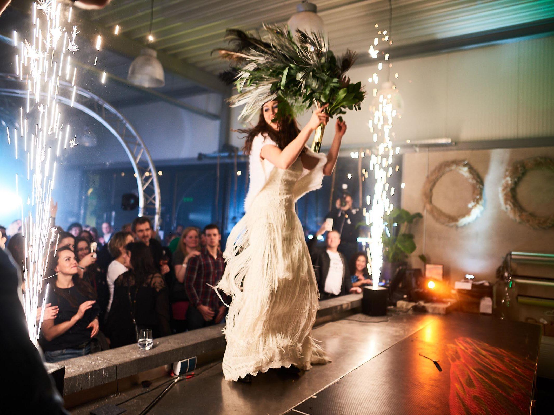 Indoor |Feuerwerk |Fontänen |Bühnen |Feuerwerk |Pyrotechnik |Hannover |Lightshow |Produktion |Lichtshow |Produktpräsentation |Showlaser |Lichttechnik |Buchen |Mieten |Anfragen |Hochzeit |Event