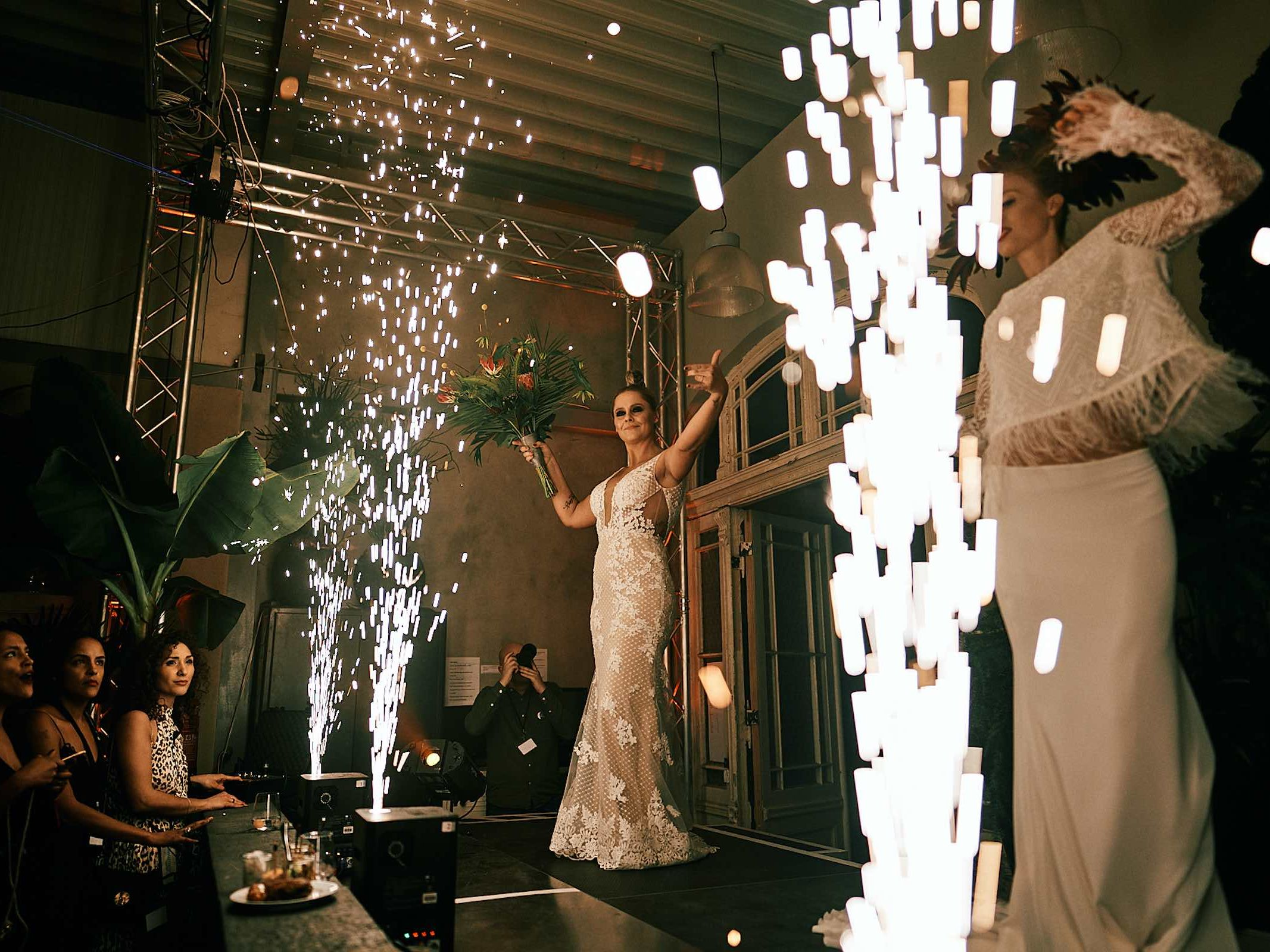 Indoor |Feuerwerk |Fontänen |Bühnen |Feuerwerk |Pyrotechnik |Lasershow |Hannover |Lightshow |Lichtshow |Produktpräsentation |Showlaser |Lichttechnik |Hochzeit |Business |Event |Buchen |Mieten |Anfragen
