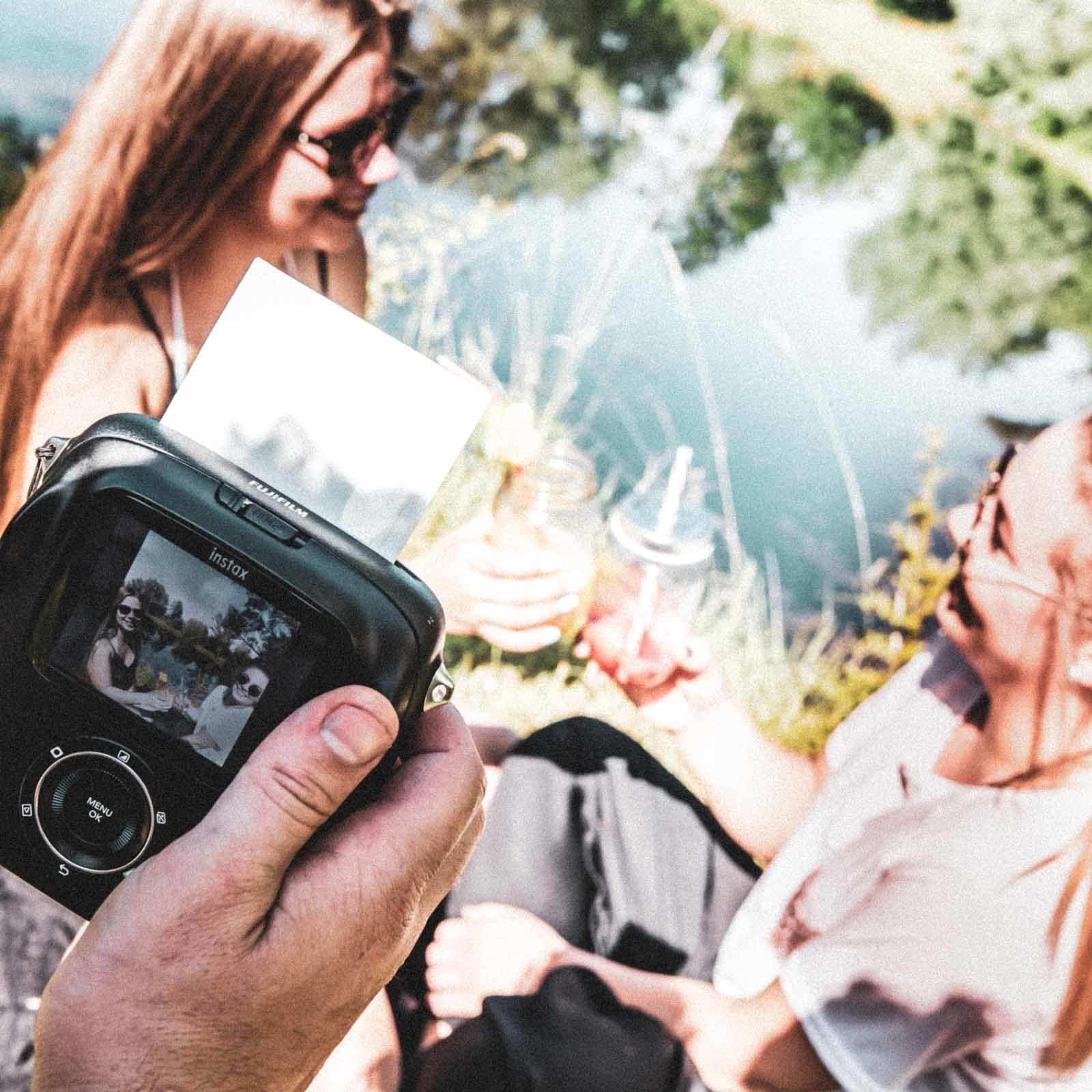 Kamera | Mieten | Polaroid | Sofortbildkamera | Hochzeit | Firmenfeier | Event | Kamera | Set | Kamera | Bundle | Buchen | Mieten | Anfragen | Leihen