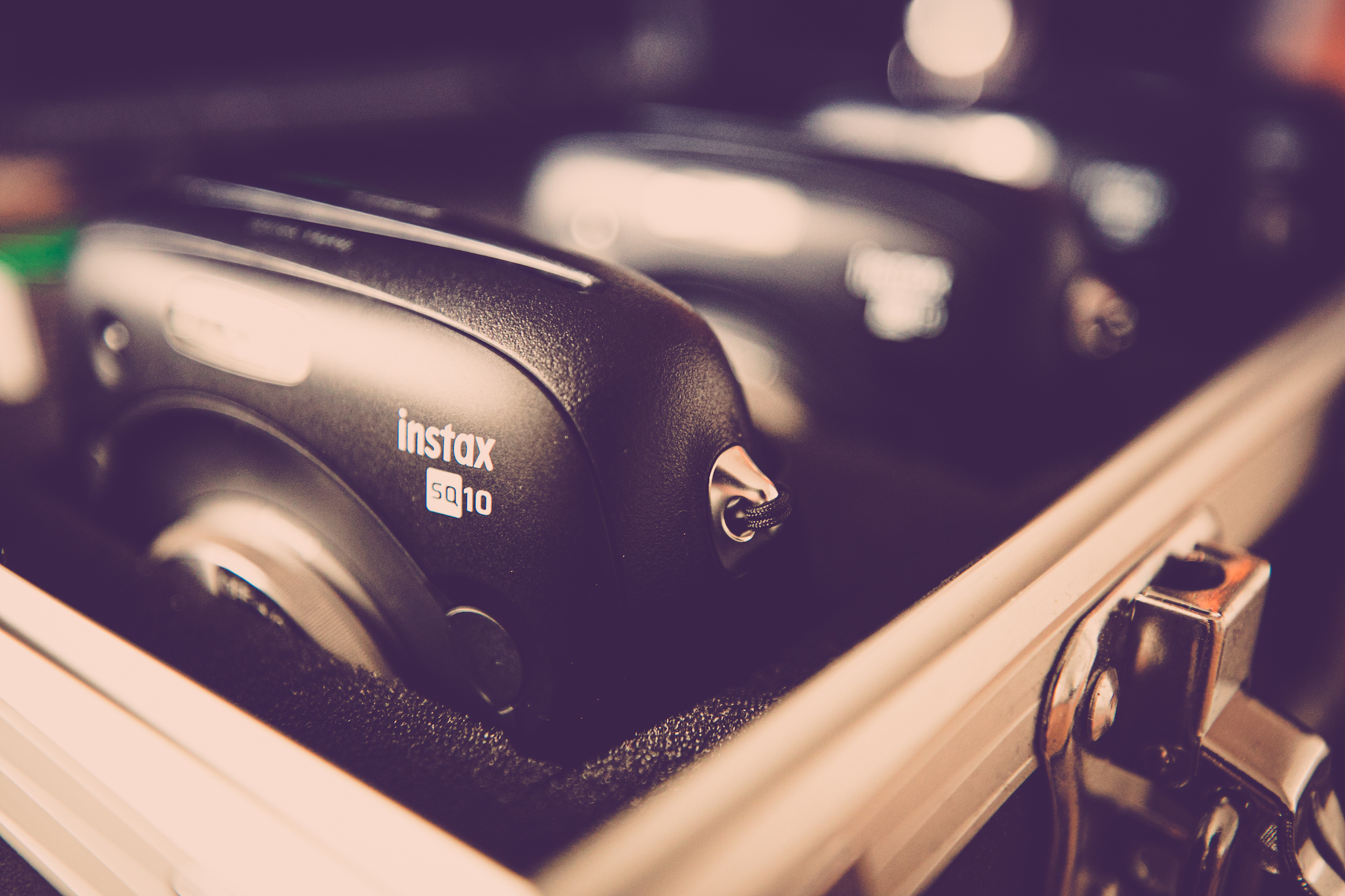 Knipsel | Polaroid | Kamera | Set | Koffer | Bilder | Mieten | Anfragen | Hochzeit | Sofortbildkamera | Versand | Lieferung