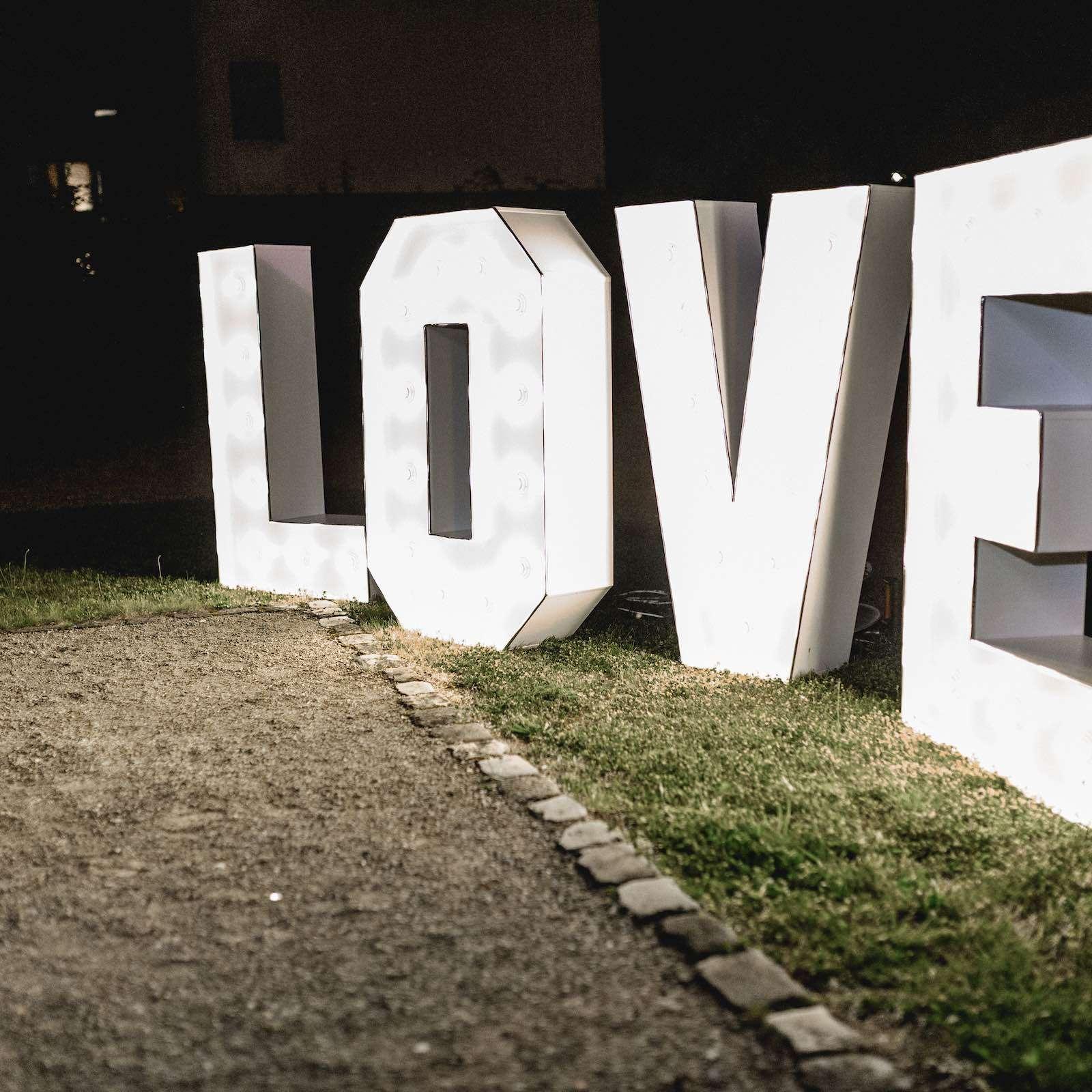 LED | Buchstaben | Hochzeit | Leuchtbuchstaben | Wedding | Beleuchtete | XXL | Holz | Love | Hannover | Quertz | Buchen | Mieten | Anfragen | Lehmann | Eventservice
