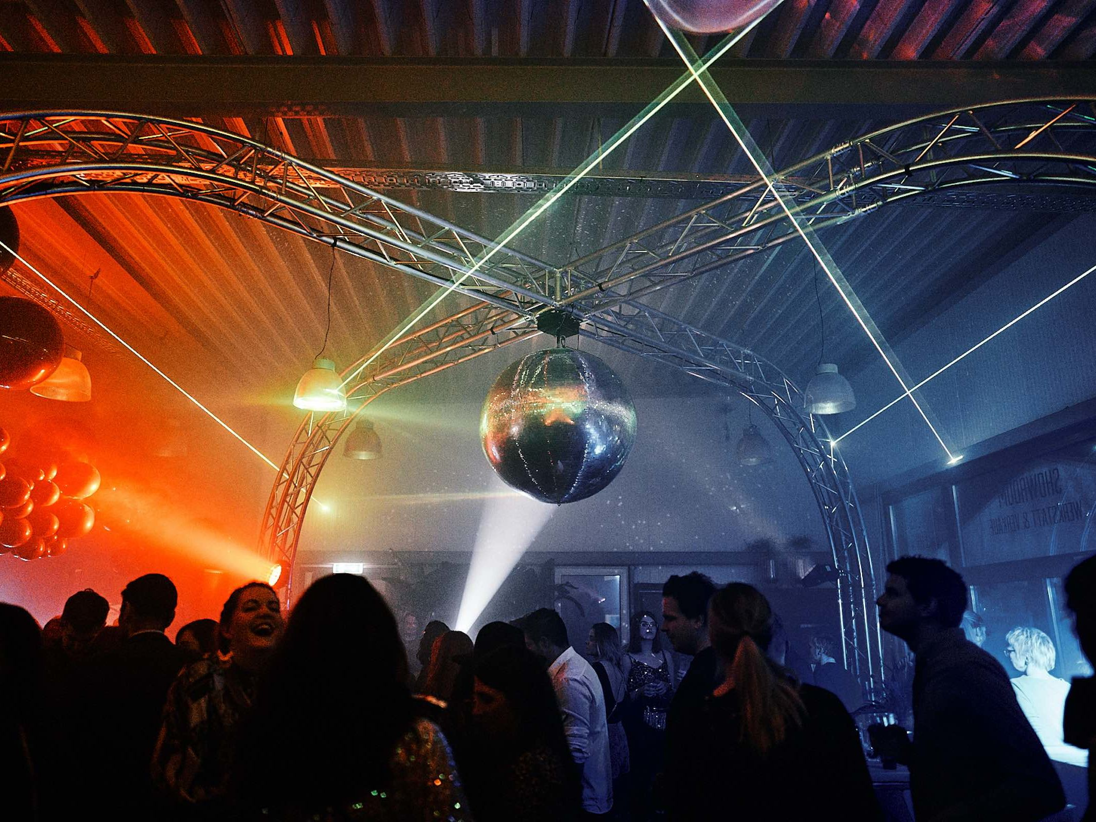 Lasershow | Lichtshow | Beamshow | Laser | Technik | Hochzeit | Event | Lightshow | Indoor | Lichttechnik | Outdoor | Bühnenshow | Präsentation | Event | Business | Buchen | Anfragen | Mieten