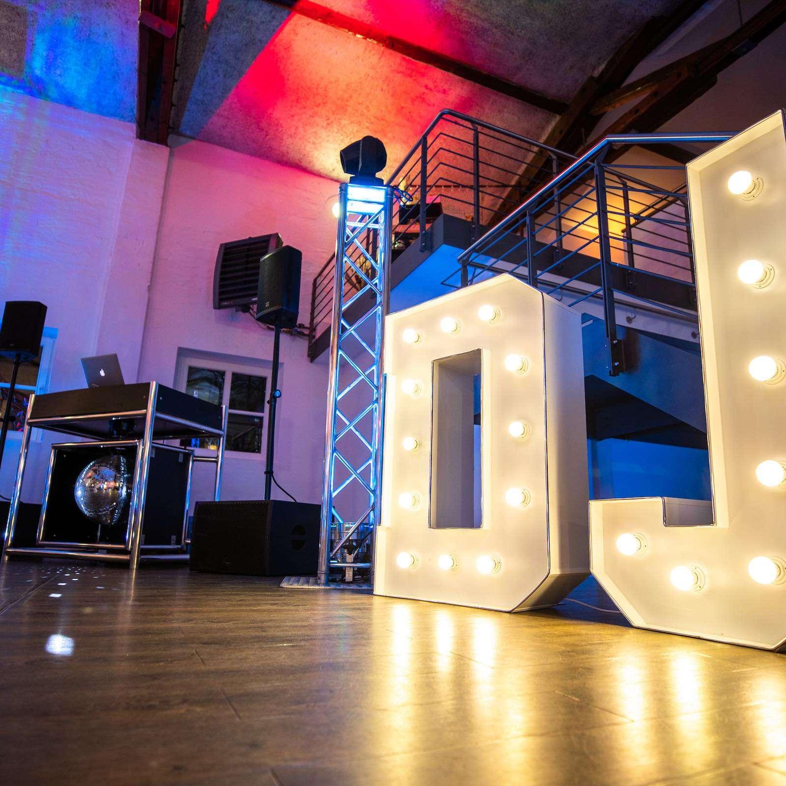 Leuchtbuchstaben | Hochzeit | LED | Buchstaben | Wedding | Beleuchtete | XXL | Holz | DJ | Hannover | Quertz | Buchen | Mieten | Anfragen | Lehmann | Eventservice