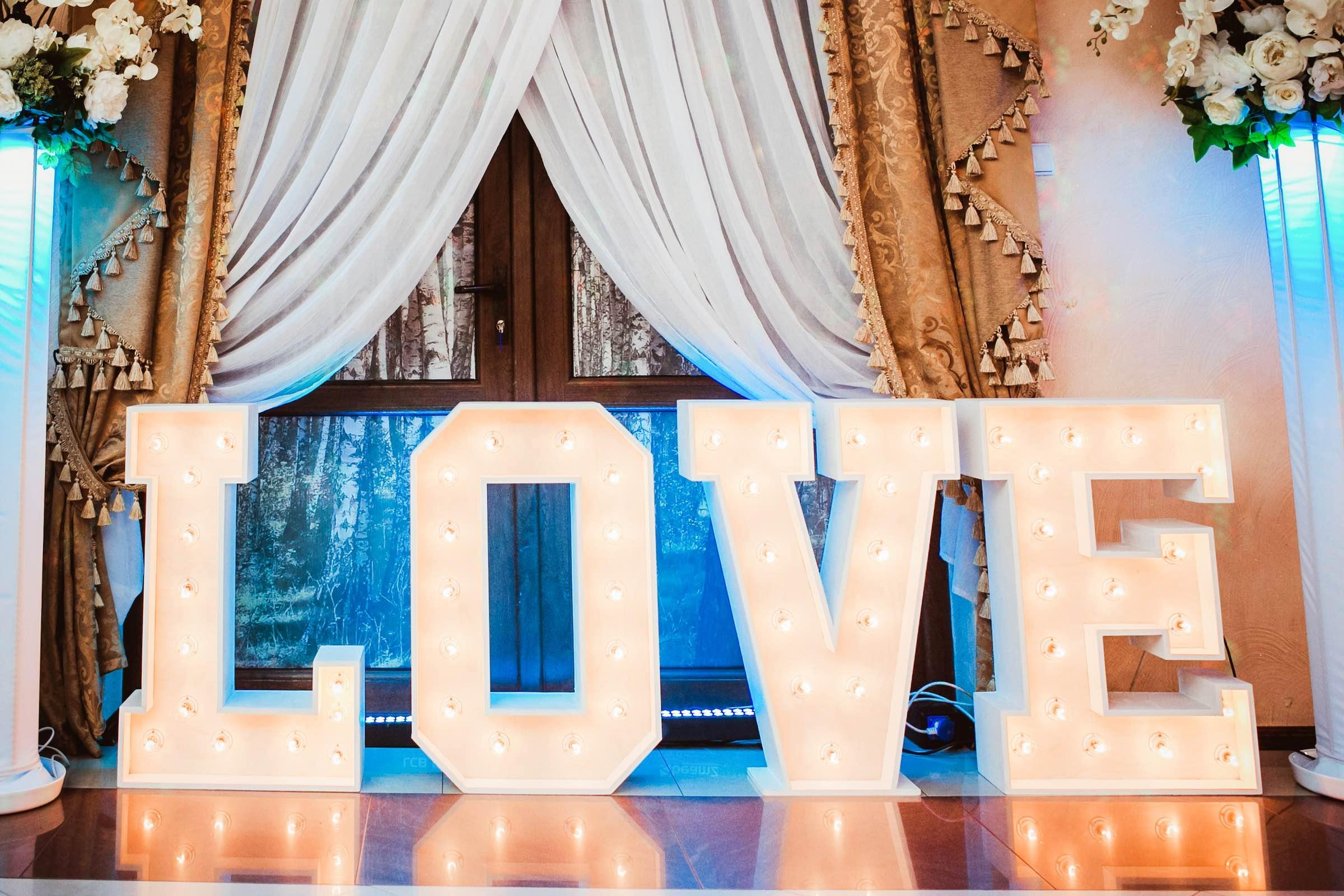 Leuchtbuchstaben | LED | Buchstaben | Anlieferung | Beleuchtete | XXL | Holz | Love | Hochzeit | Hannover | Quertz | Mieten | Buchen | Anfragen | Lehmann | Eventservice