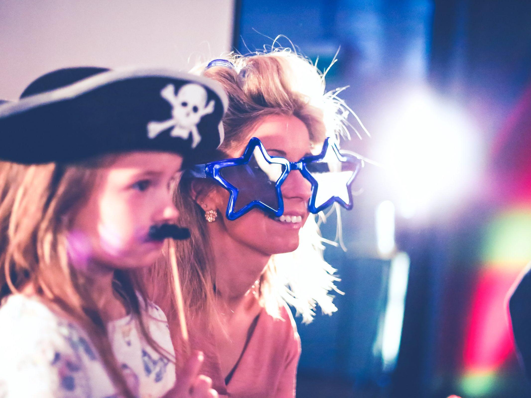 Photobooth | Mieten | Hannover | Druck | Ausdruck | Sofortdruck | Fotokiste | Photobooth | Hochzeit | Messe | Event | Firmenfeier | Abiball | Buchen | Anfragen | Mieten | Fotoglotze | Lehmann | Eventservice