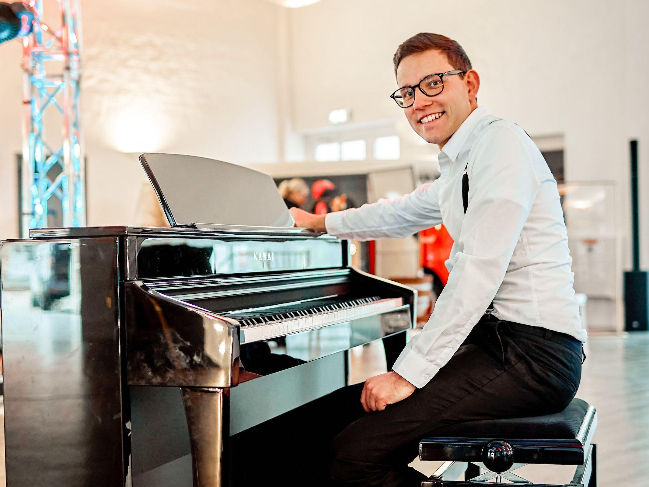 Pianist | Klavierspieler | Barpiano | Barpianist | Hannover | Trauung | Hochzeit | Empfang | Sektempfang | Dinner | Kirche | Buchen | Mieten | Anfragen | Alexander | Barsch | Lehmann | Eventservice