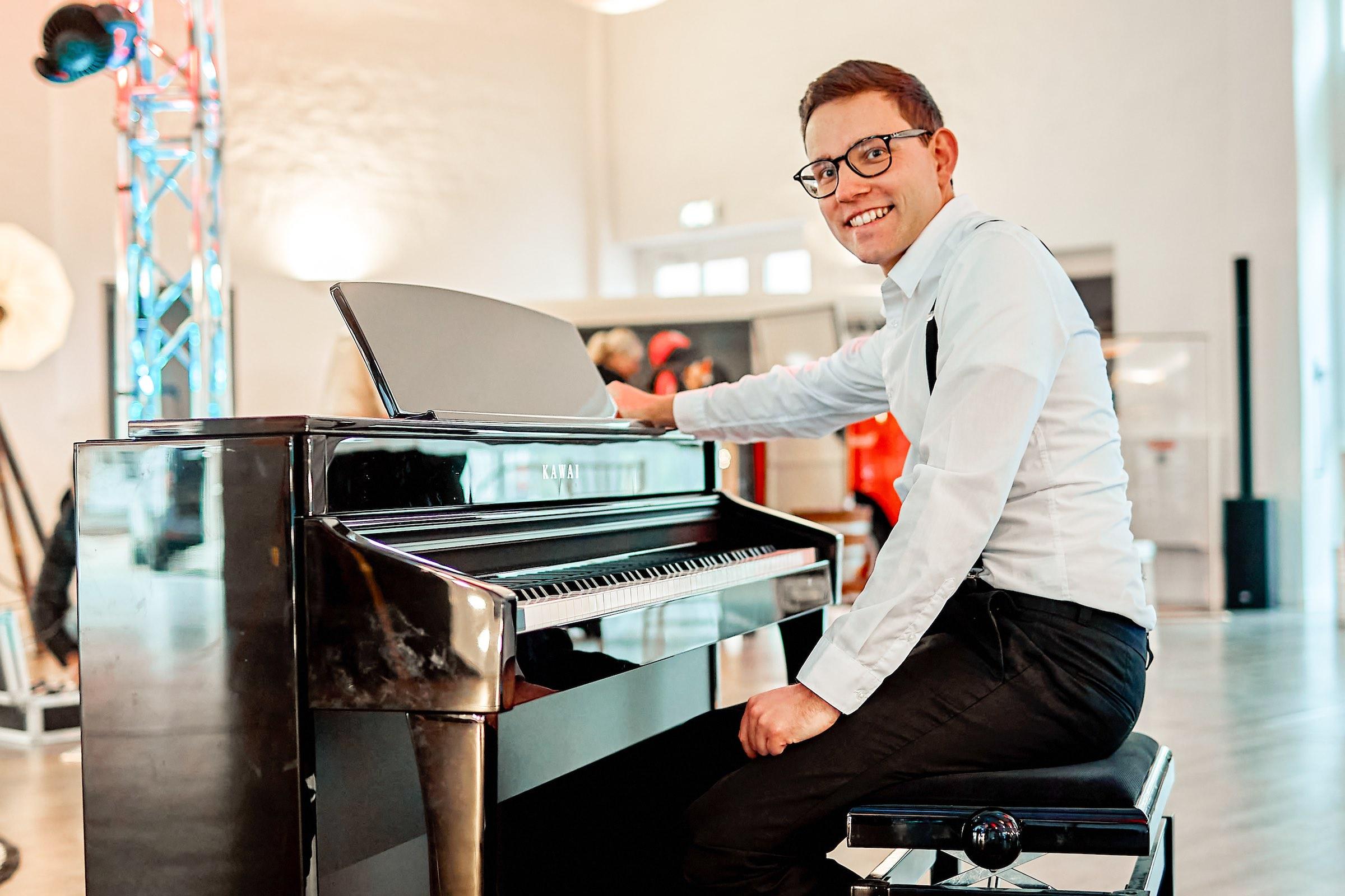 Pianist   Klavierspieler   Barpiano   Barpianist   Hannover   Trauung   Hochzeit   Empfang   Sektempfang   Dinner   Kirche   Buchen   Mieten   Anfragen   Alexander   Barsch   Lehmann   Eventservice