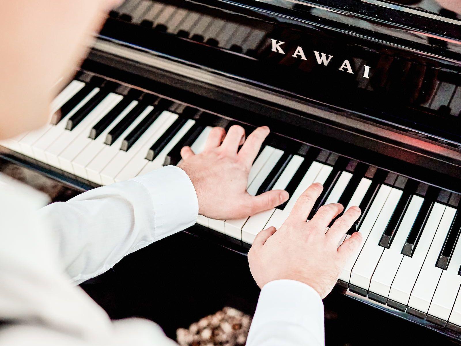 Pianist-Klavierspieler-Barpiano-Barpianist-Hochzeit- | -Empfang-Trauung-Sektempfang-Dinner-Kirche-Buchen-Mieten-Anfragen-Alexander-Barsch-Lehmann-Eventservice